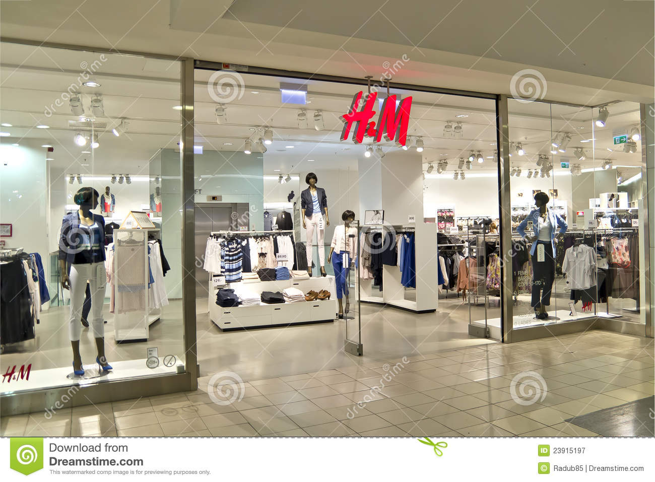 marketing mix for a clothing store