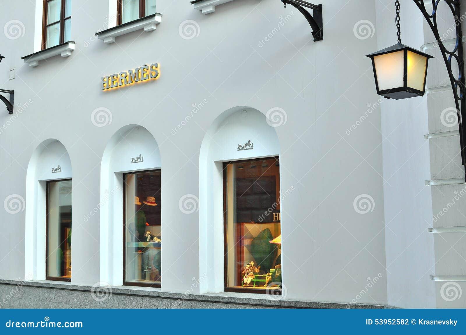 7d41b0009b93 МОСКВА, РОССИЯ - 10-ОЕ МАЯ: Магазин flagshop Hermes в Москве 10-ого мая  2015 Hermes роскошный французский бренд моды