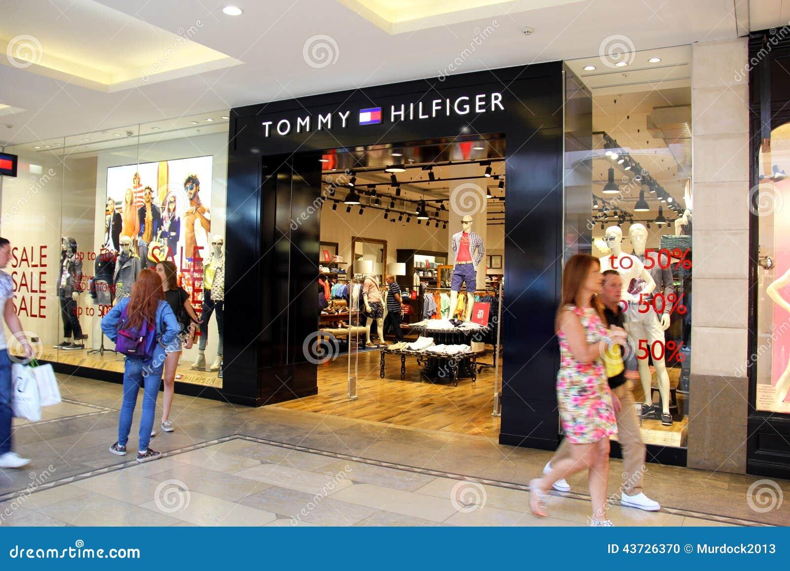 76bb6a2cfd88 Магазин Tommy Hilfiger редакционное изображение. изображение ...