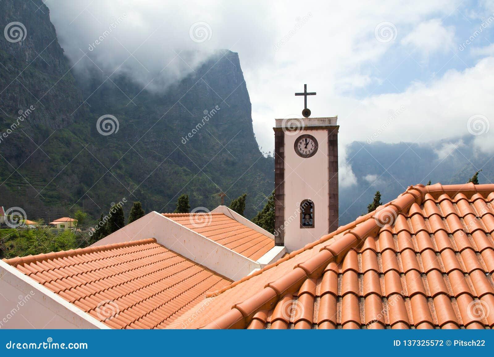 Мадейра, Curral das Freiras, церковь Nossa Senhora делает Livramento