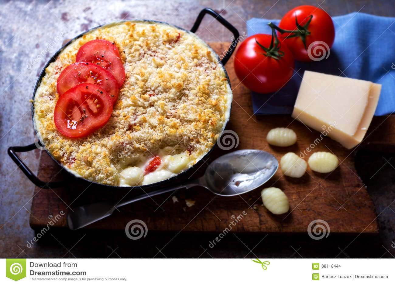 Макарон сыра печет с томатами