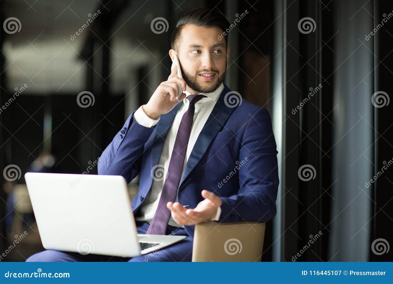 Маклер на работе