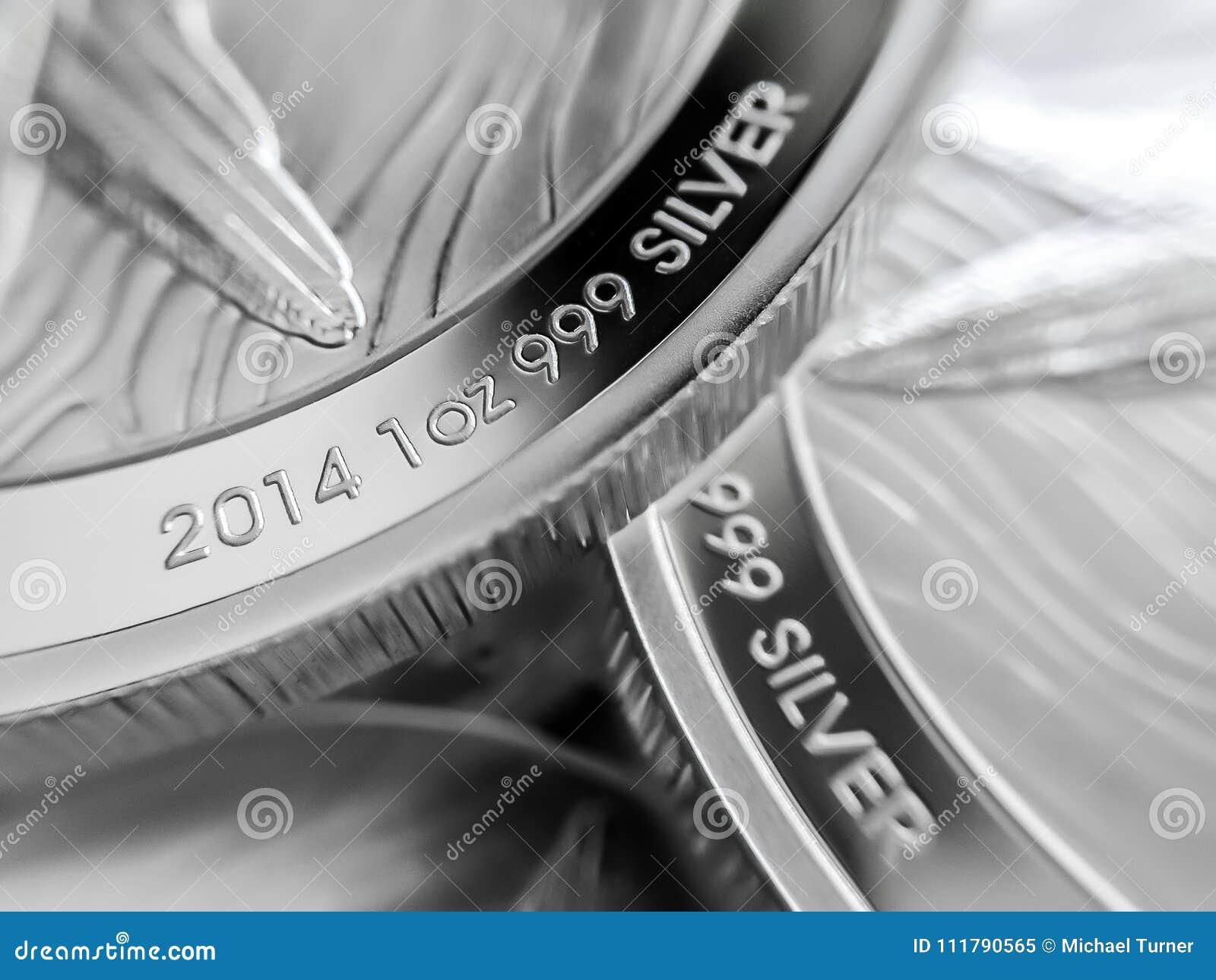Макрос близкий вверх чисто серебряных весовых монет