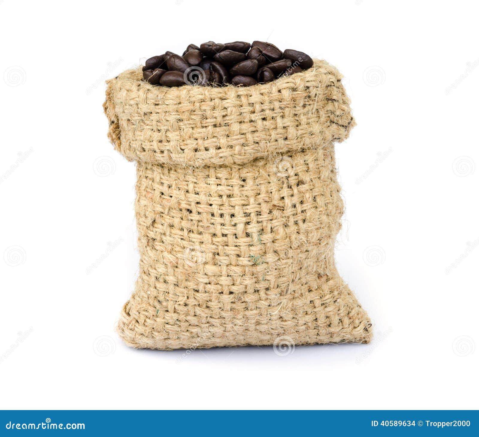 макрос кофе завтрака фасолей идеально изолированный над белизной