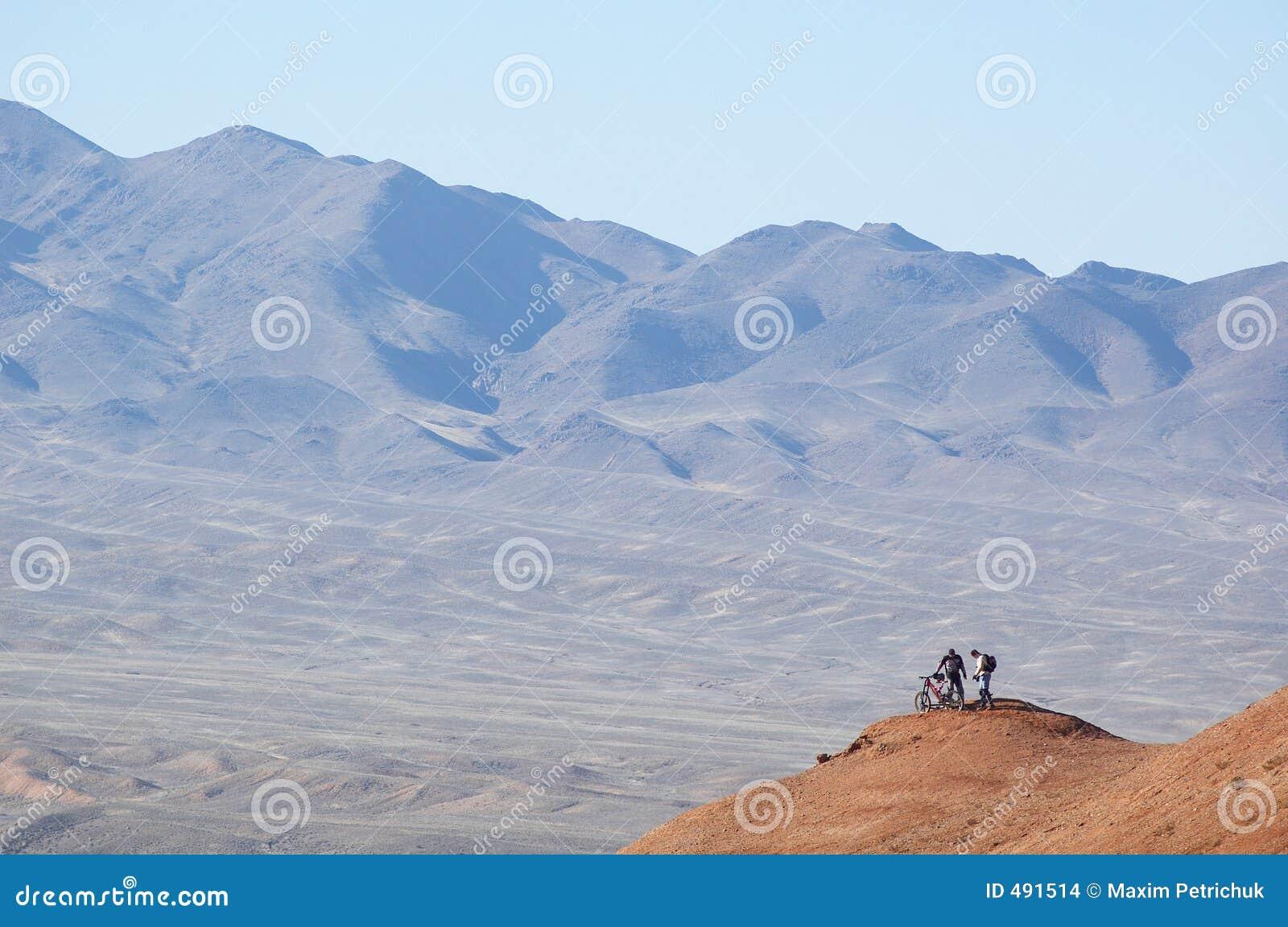 маленькая гора s человека