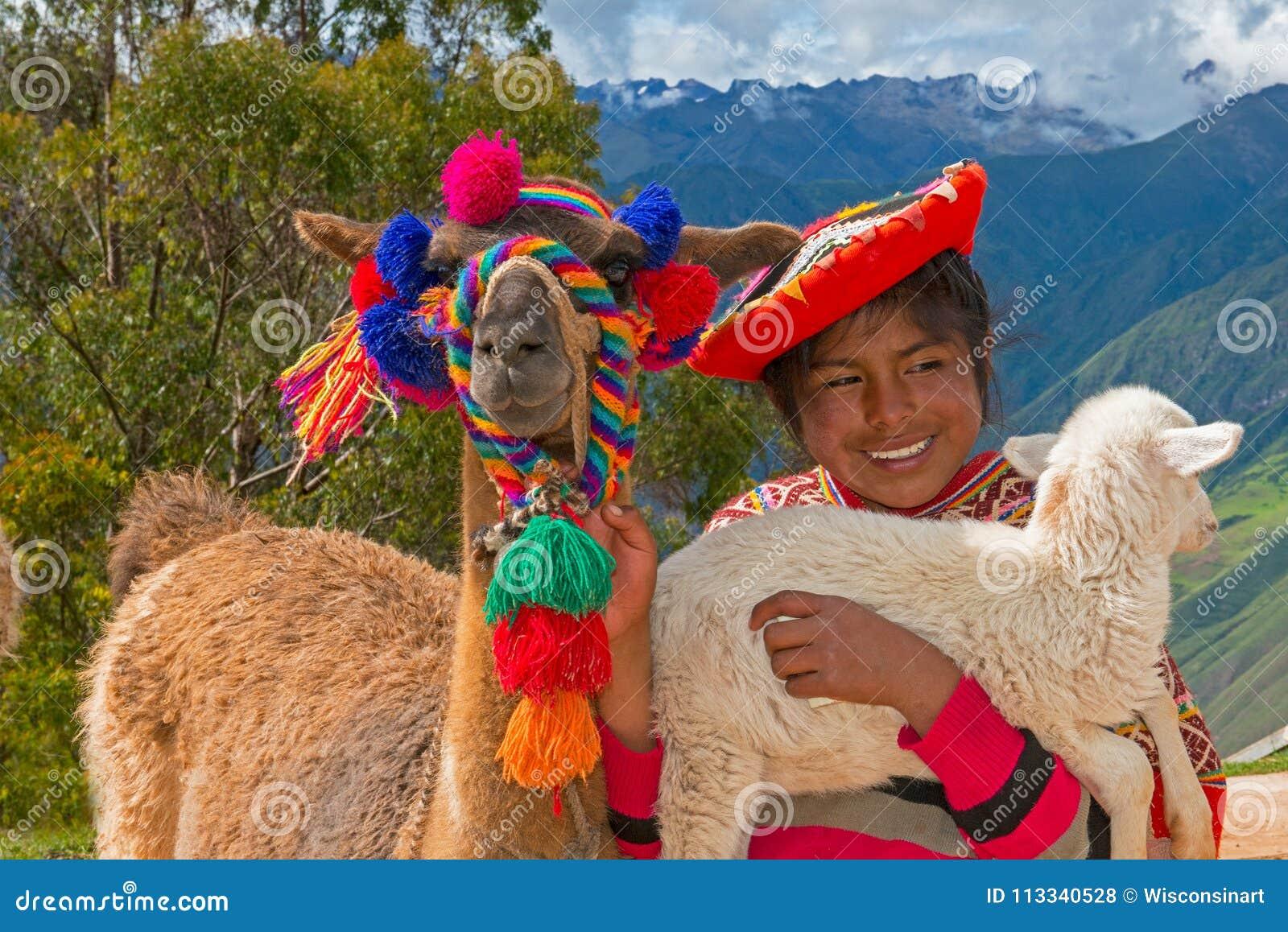 Маленькая девочка, люди Перу, перемещение