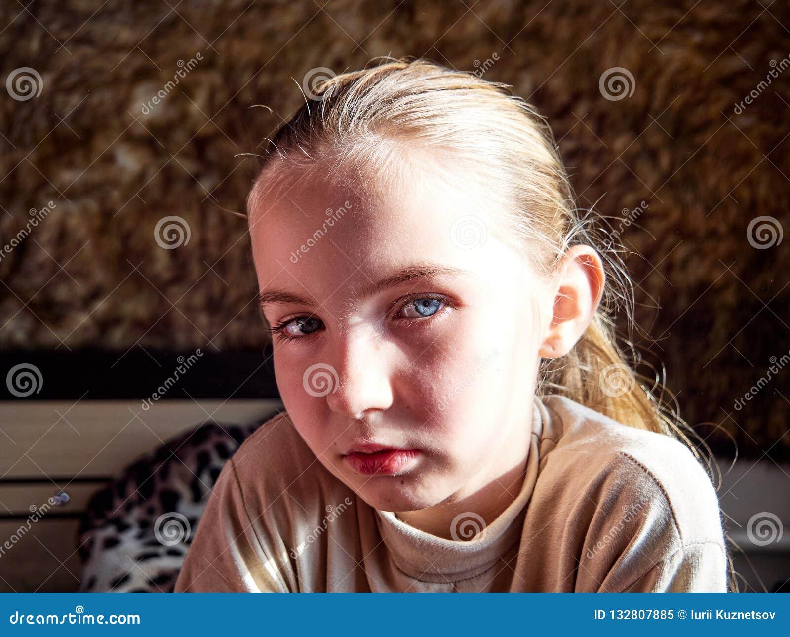 Маленькая девочка с эмоциями на ее стороне