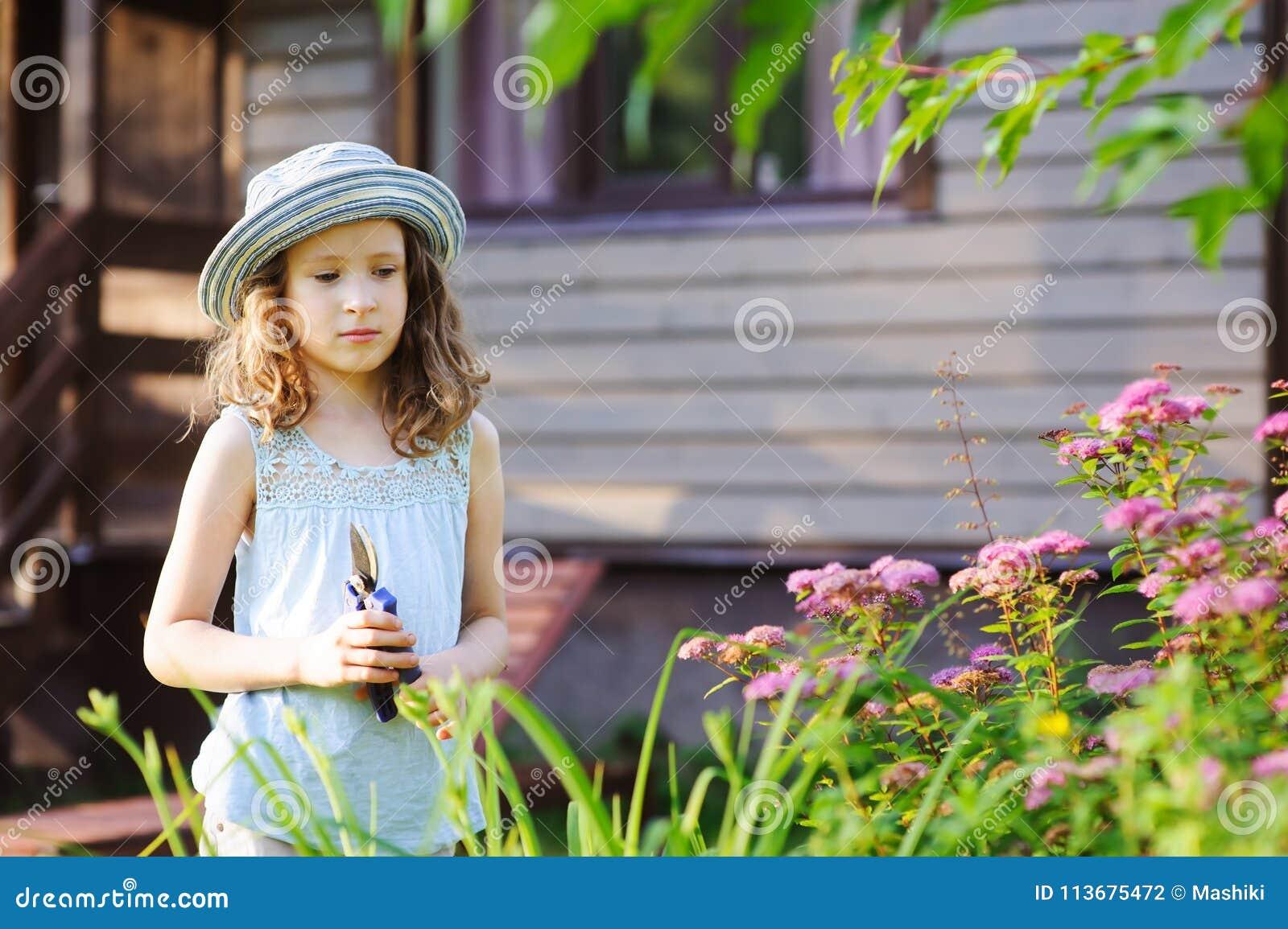 Девушка модель ребенка работа sims 4 веб модель