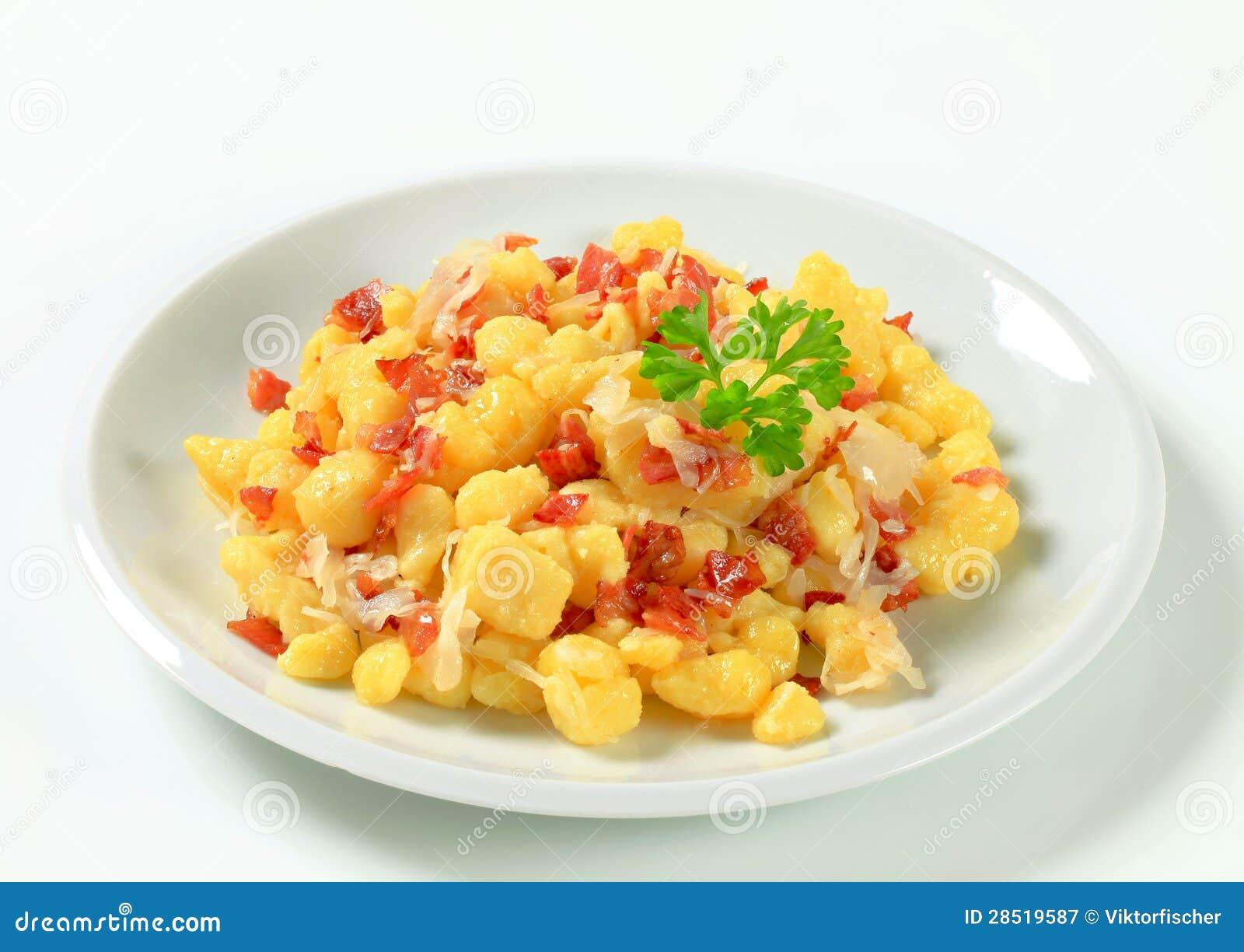Малые вареники картошки с беконом и капустой