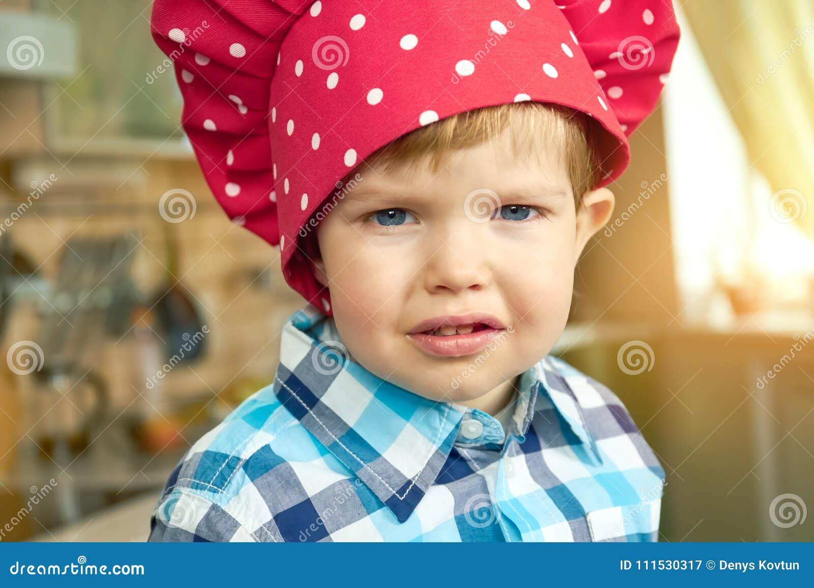 Малыш в шляпе шеф-повара