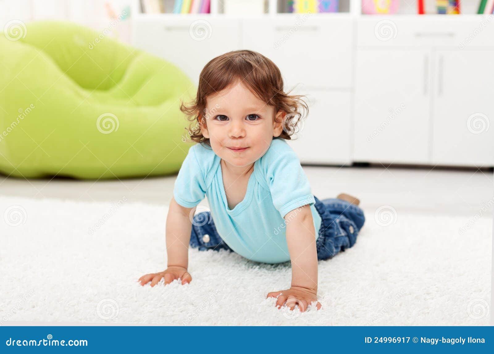 малыш дома красивейшего ребенка