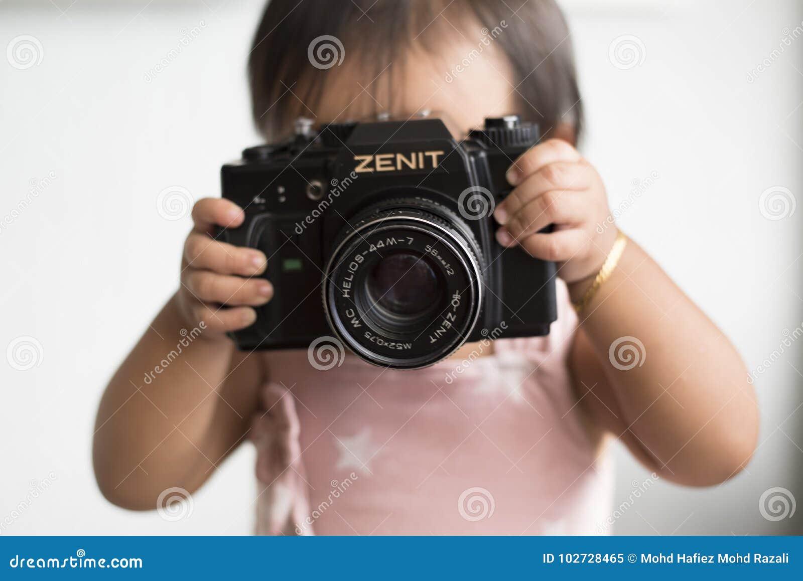 Малыш с камерой