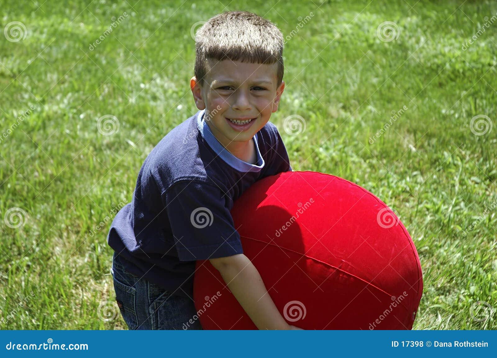 малыш шарика поднимаясь