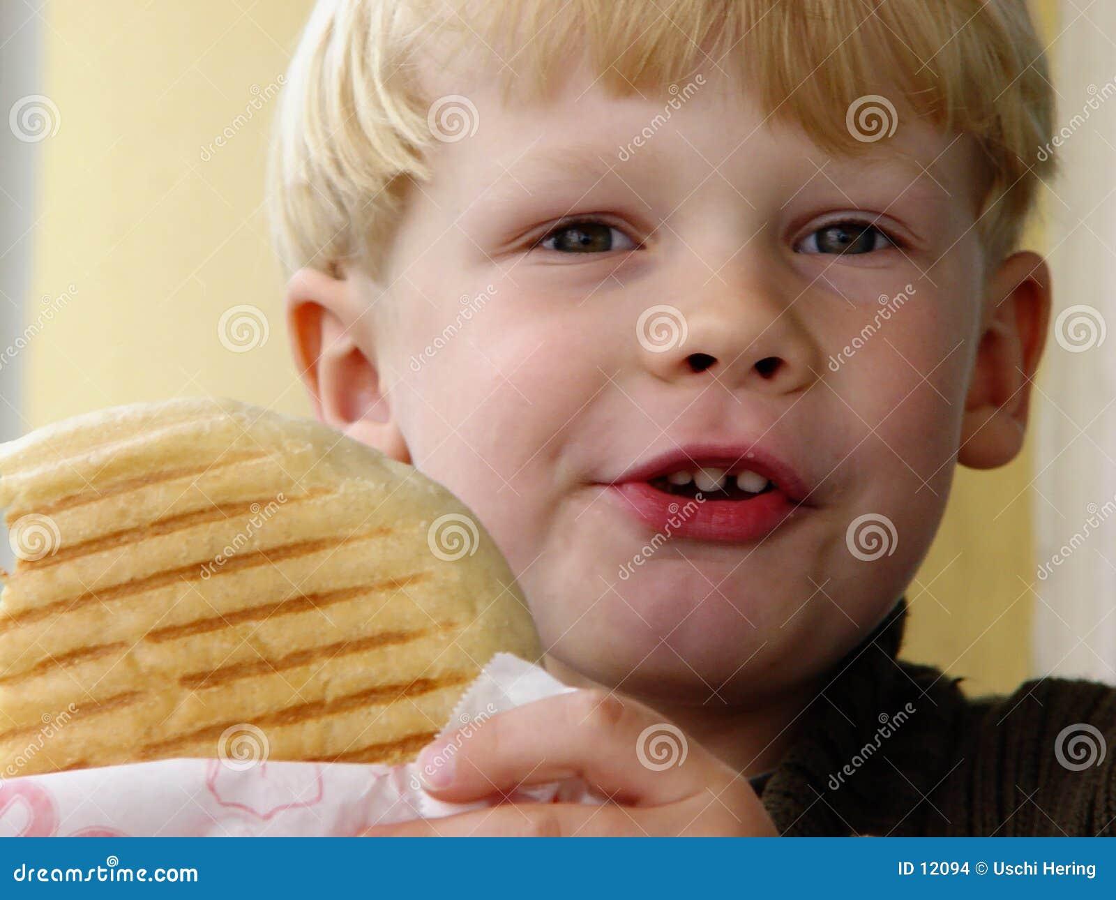 мальчик голодный