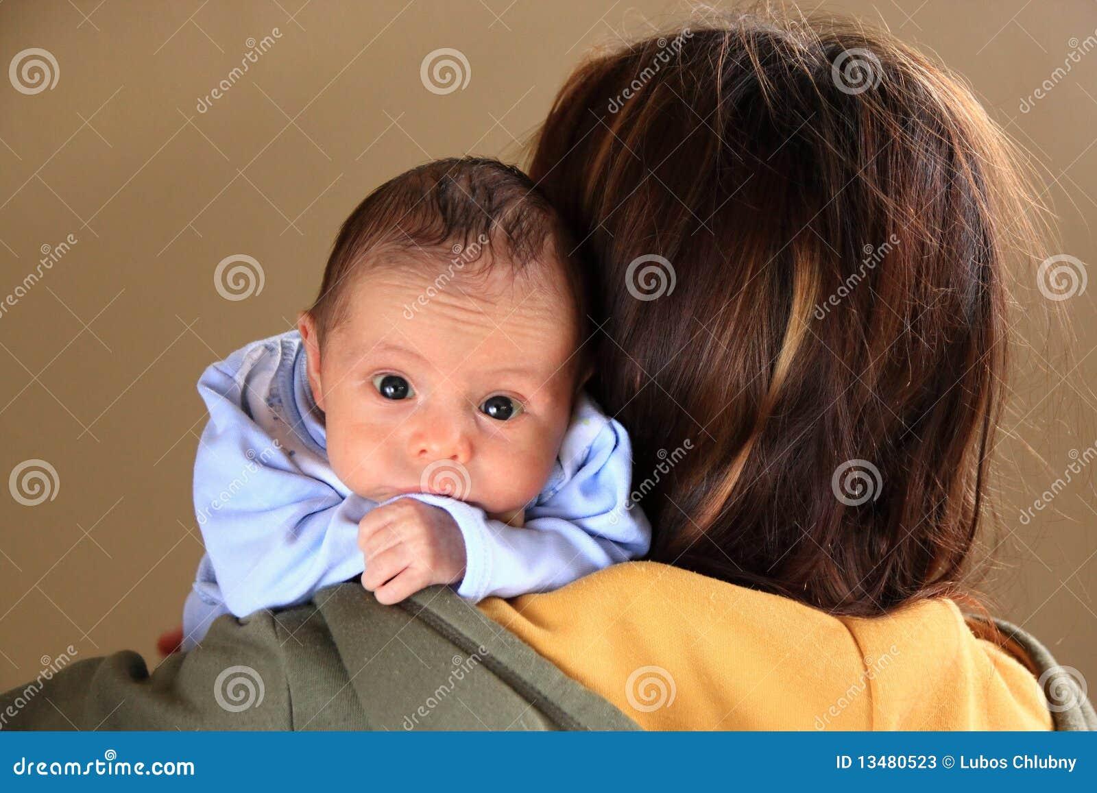 мальчик младенца большой голубой eyes мать