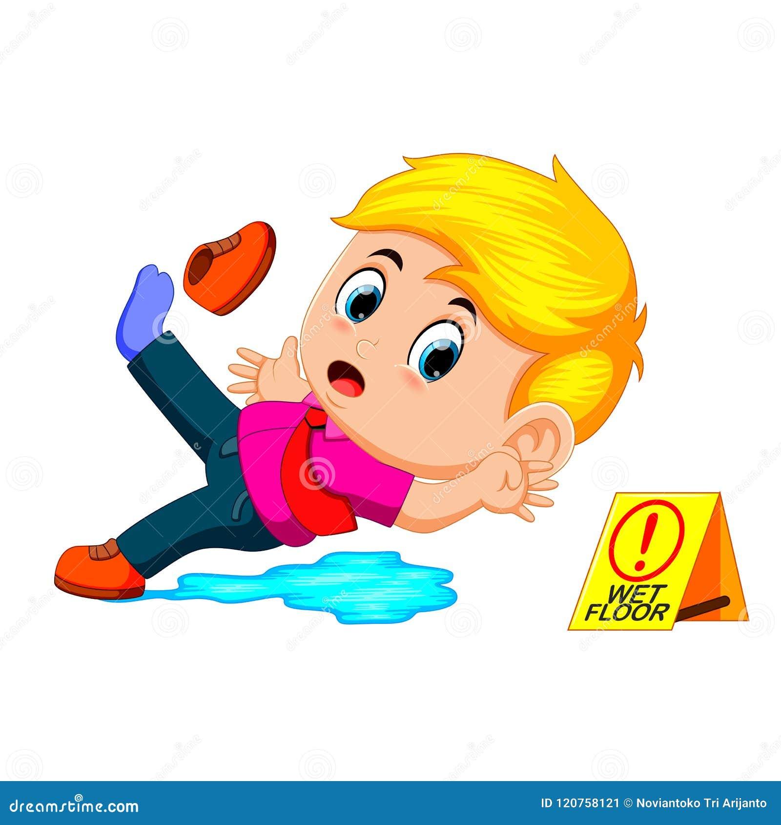 Мальчик смещая на влажный пол