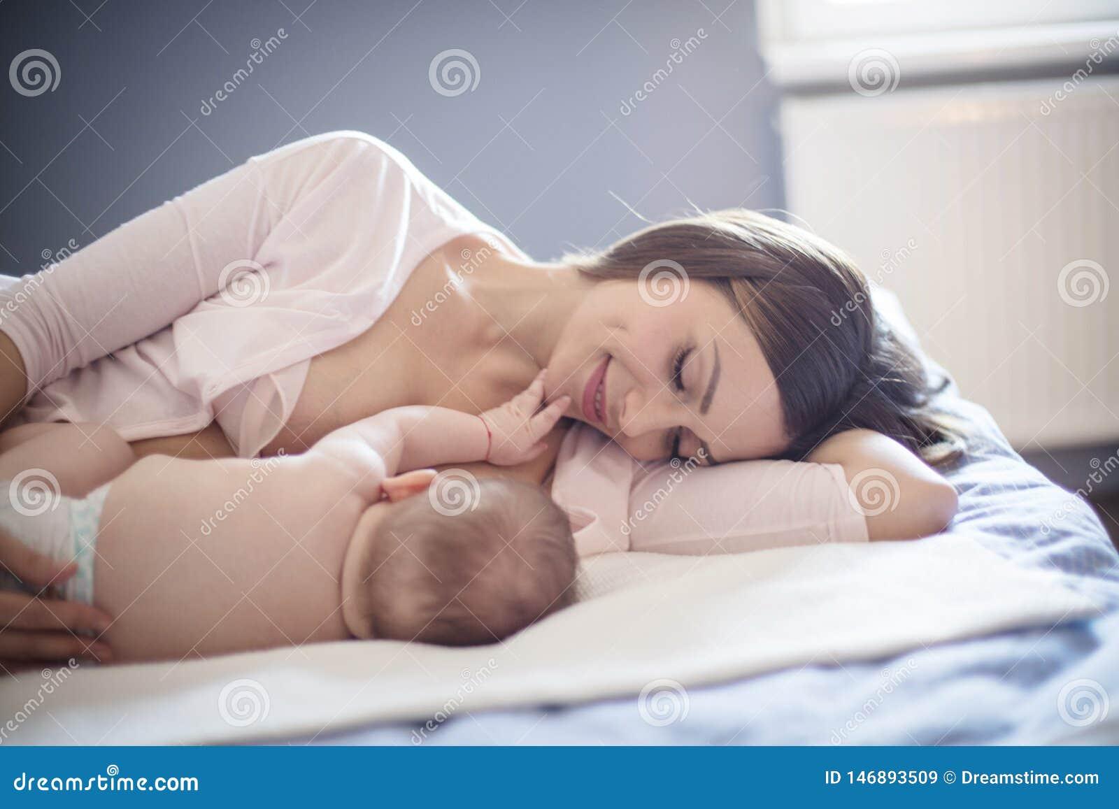 Мама знает что самые лучшие для ее младенца