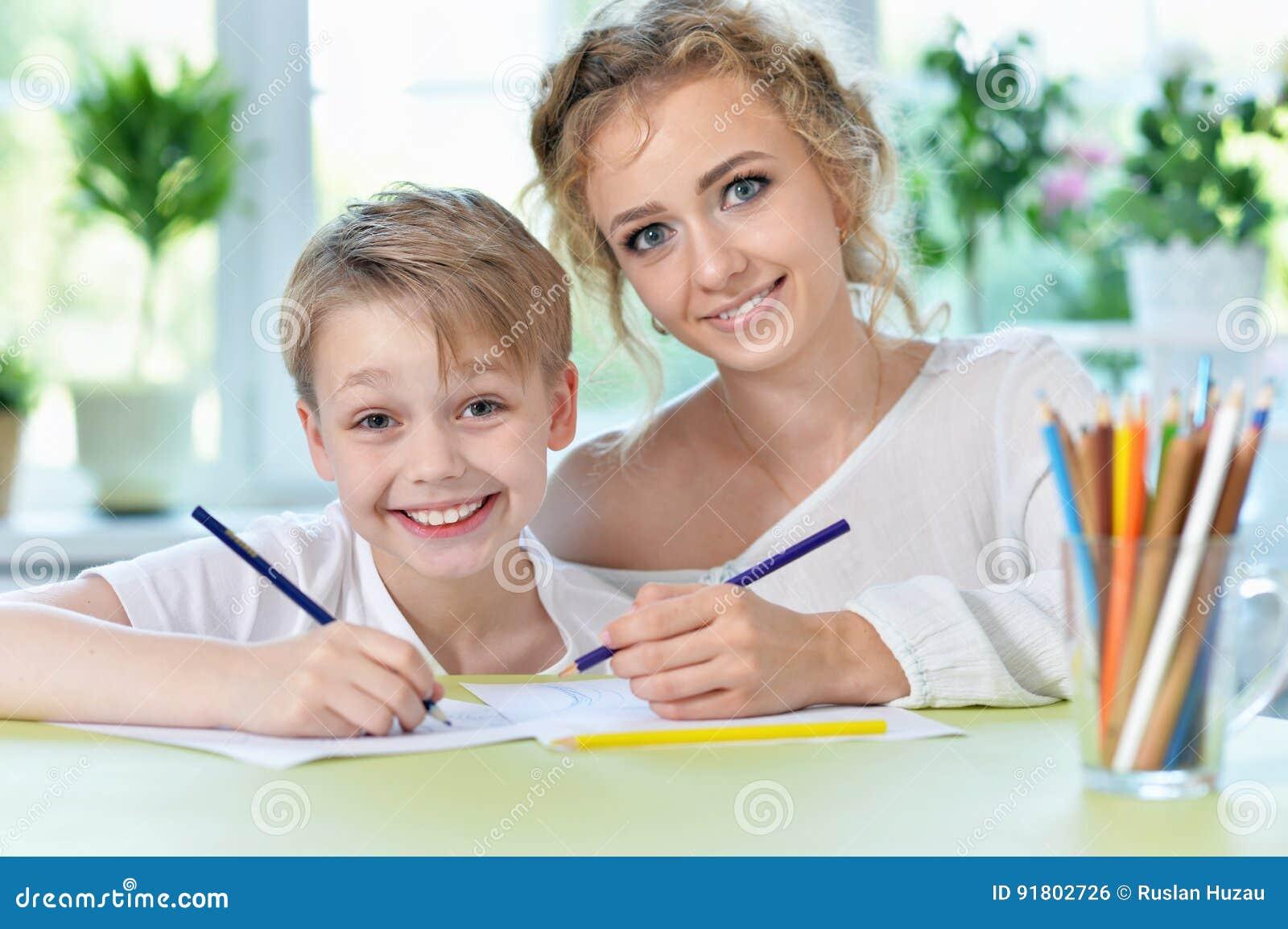 Сын делал уроки и трахнул маму, Реальный инцест, сын трахнул маму порно видео онлайн 21 фотография