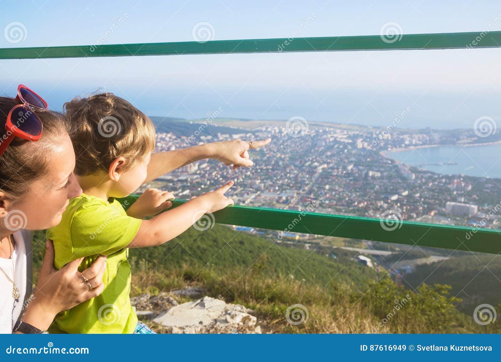 Сын смотрит как мам фото 121-536