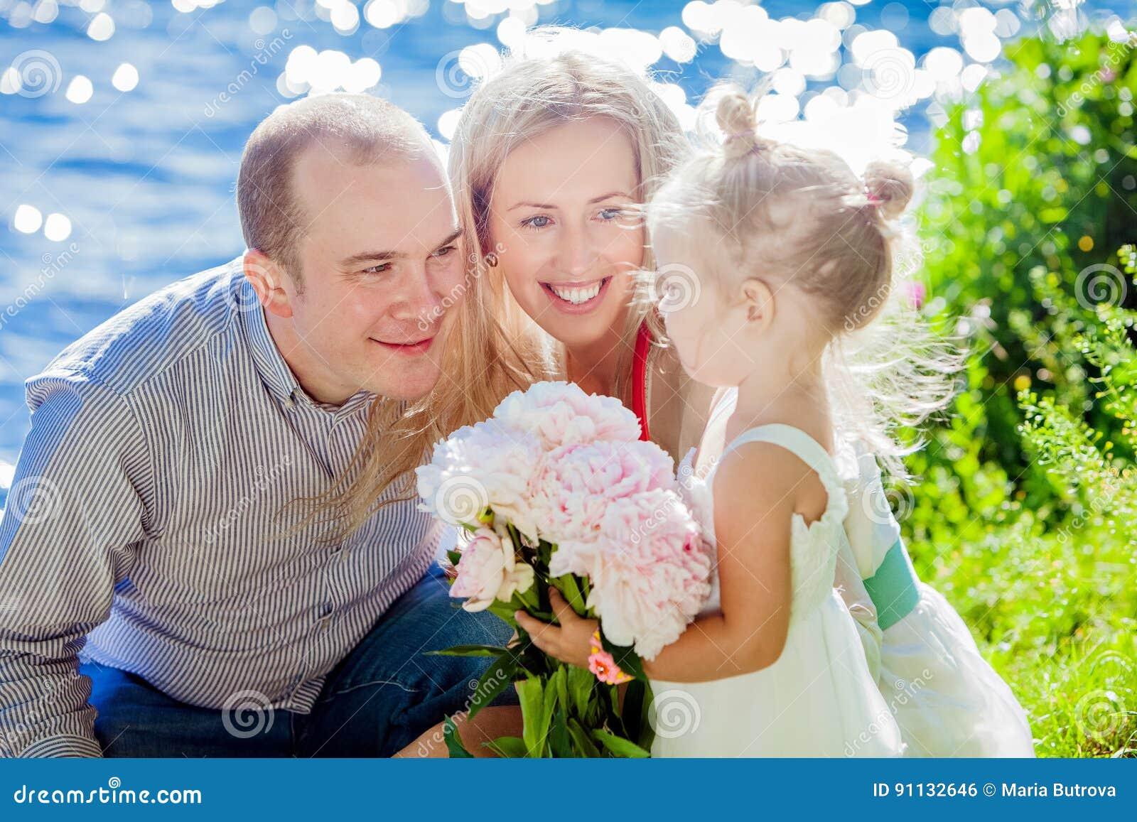 Мама папа дочь в лесу