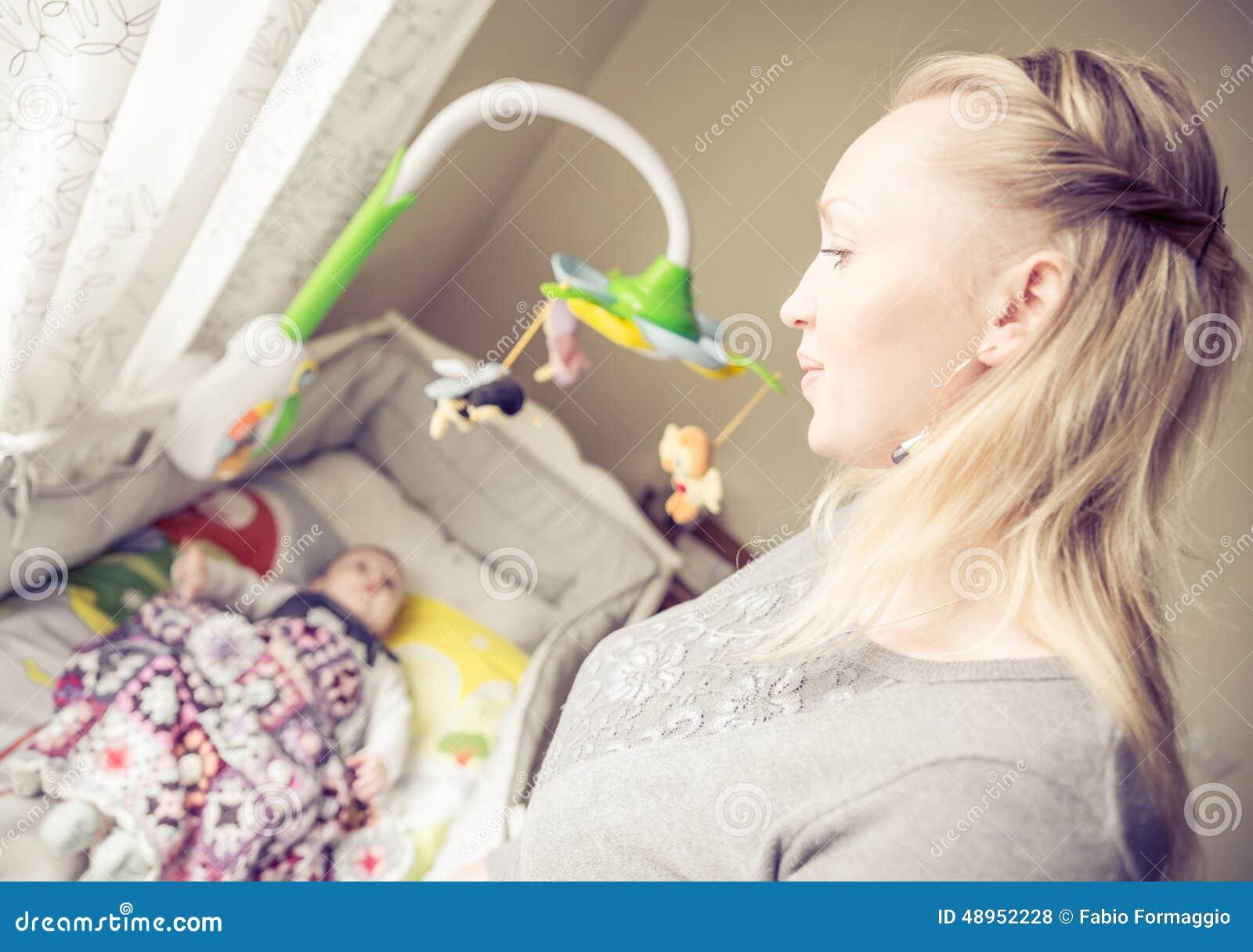 Сын смотрит как маму 13 фотография