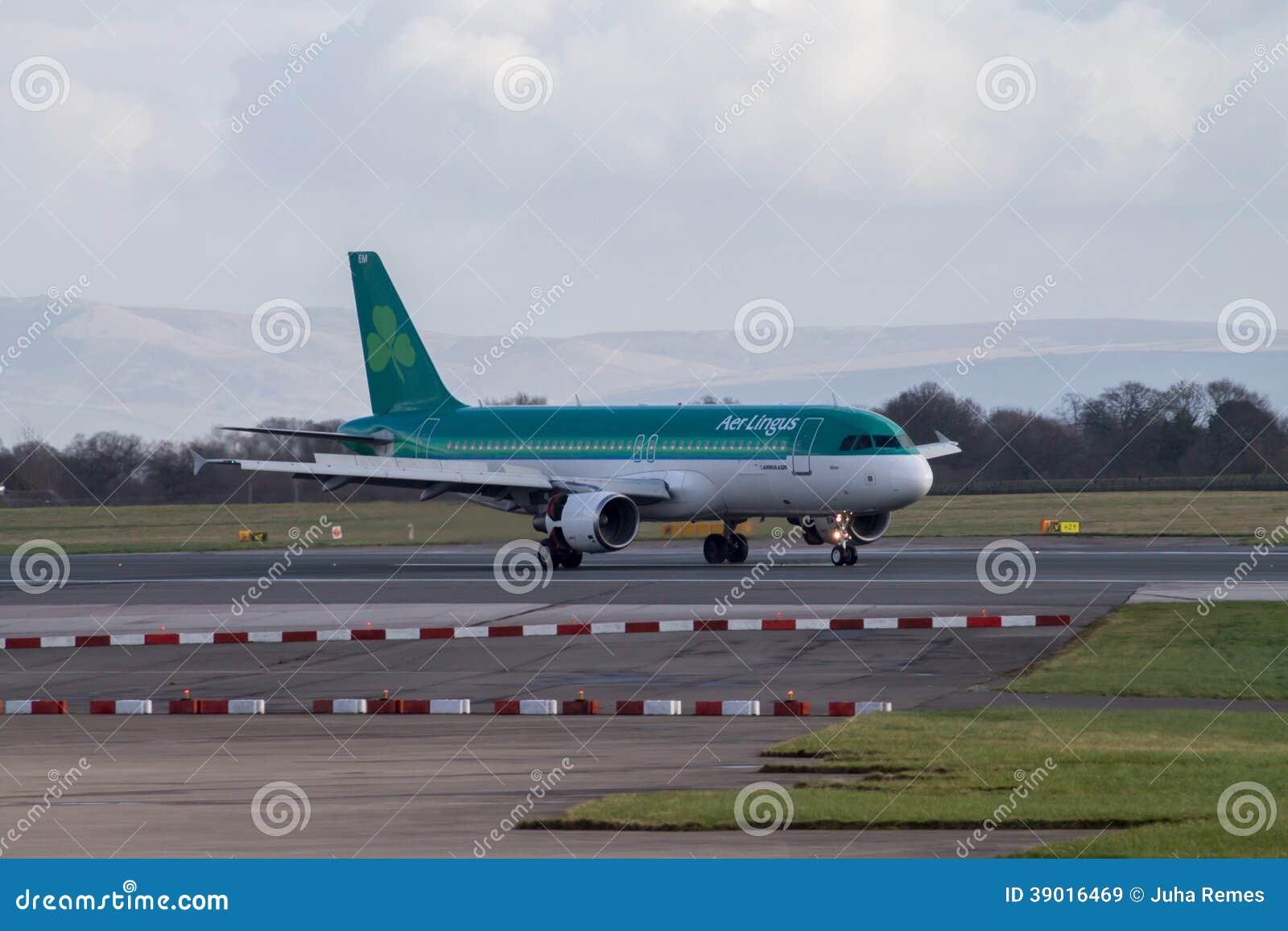 Манчестер, Великобритания - 16-ое февраля 2014: Air Lingus Airbu