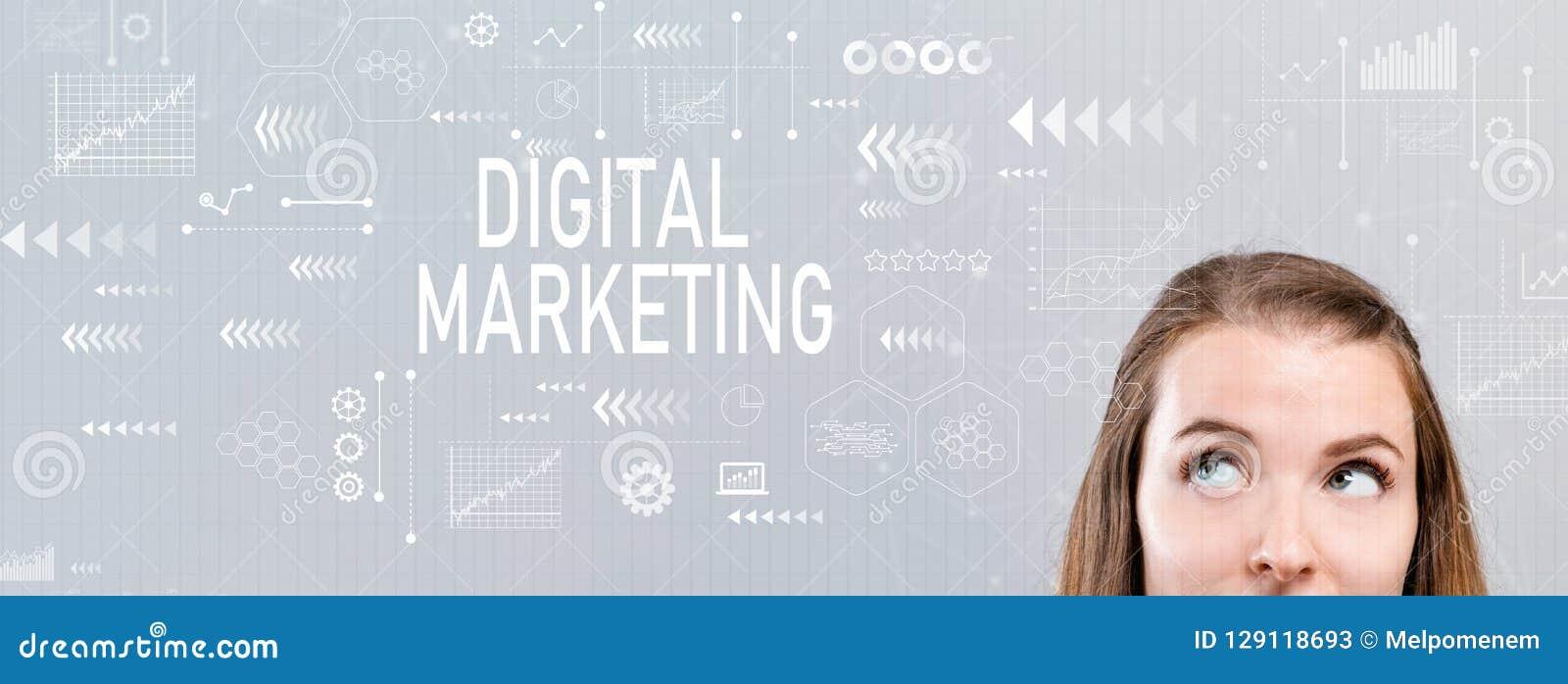 Маркетинг цифров с молодой женщиной