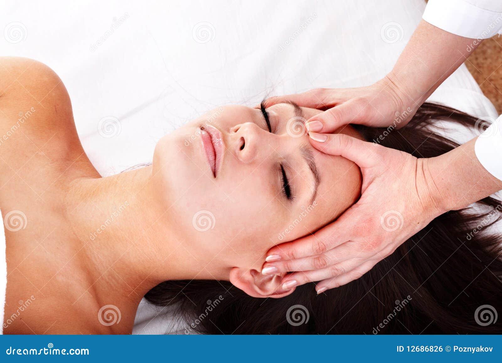 массаж девушки beautician красивейший лицевой