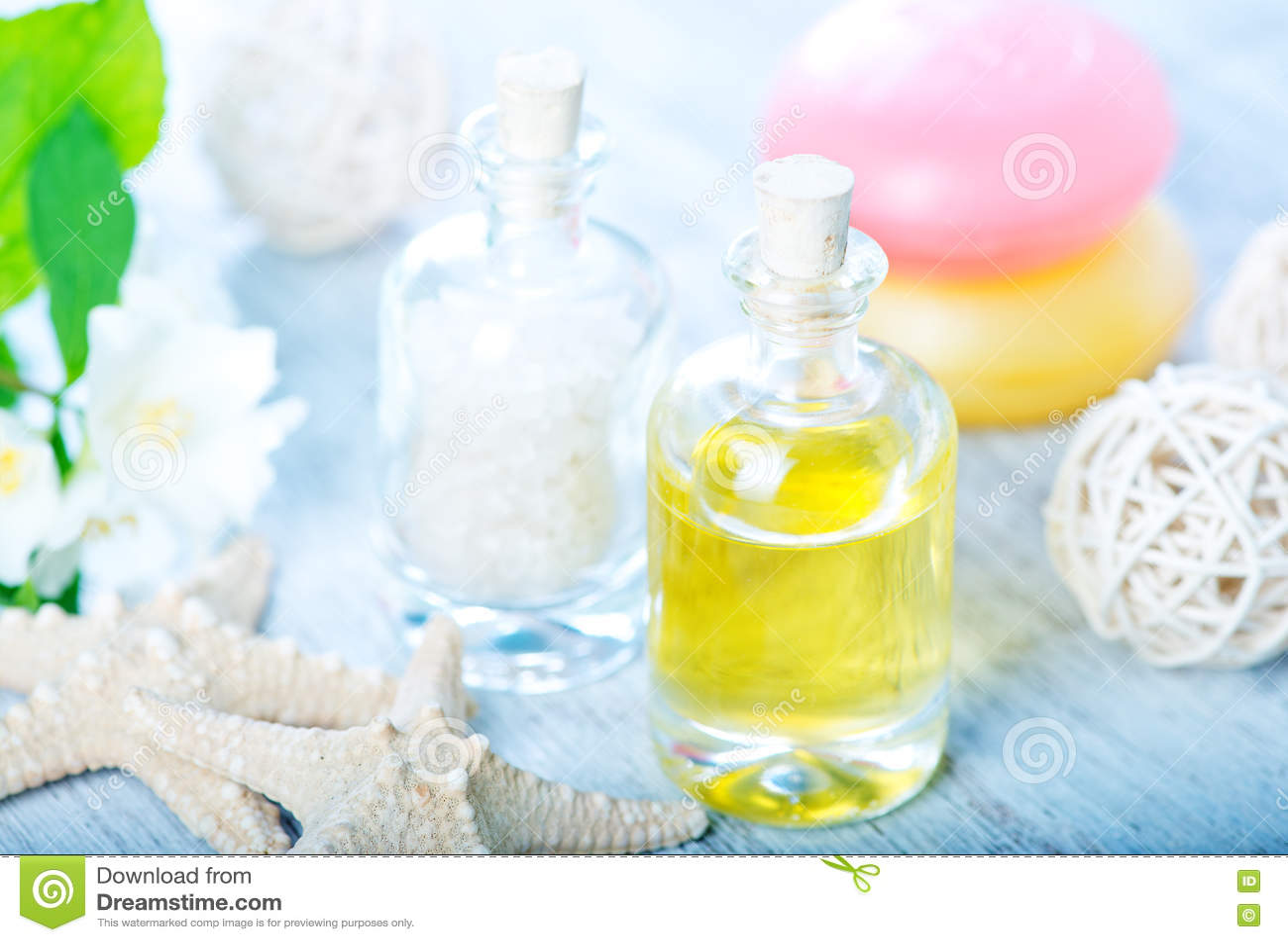 Download Масло и соль КУРОРТА стоковое фото. изображение насчитывающей необходимо - 72293694