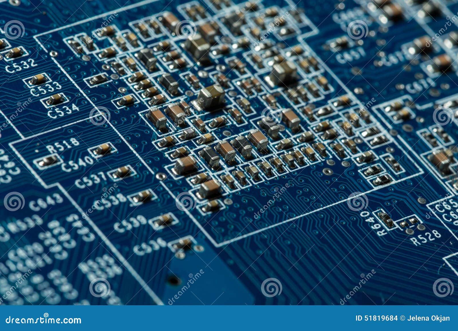материнская плата компьютера цвета сини близкая вверх