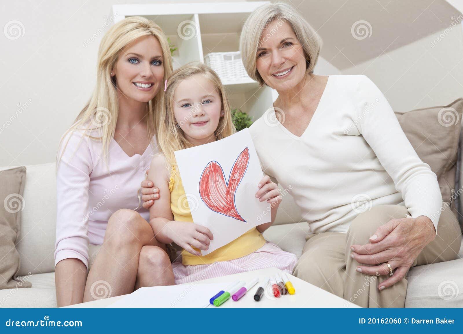 Мать, дочь, поколения бабушки дома