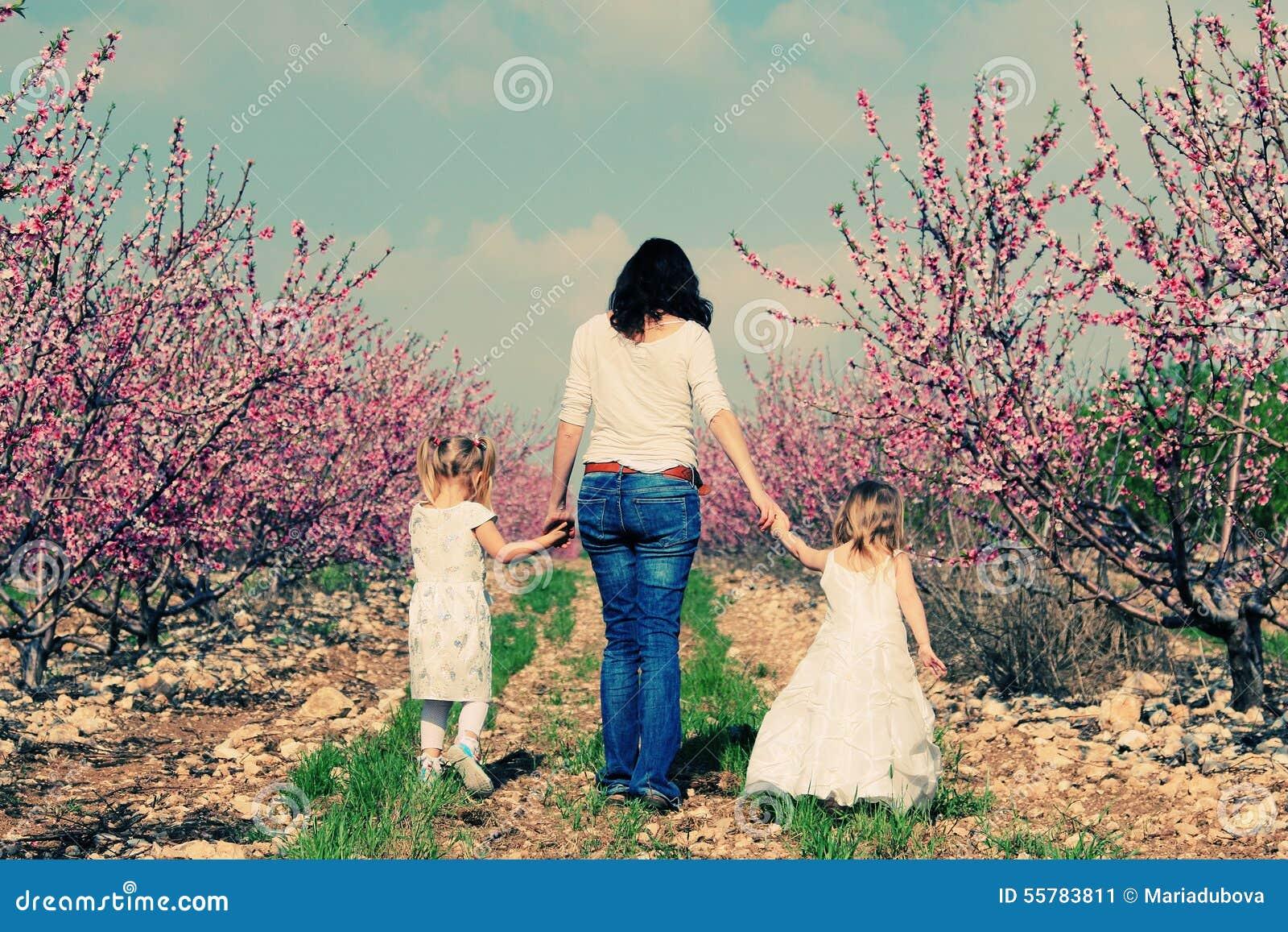 Мать и дочи