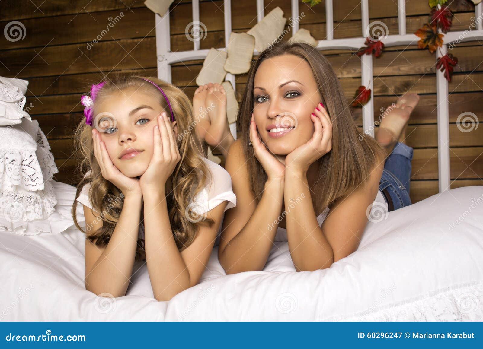 Трахнул свою дочь и мать, Секс с дочерью » Порно мамочки онлайн Full HD 24 фотография