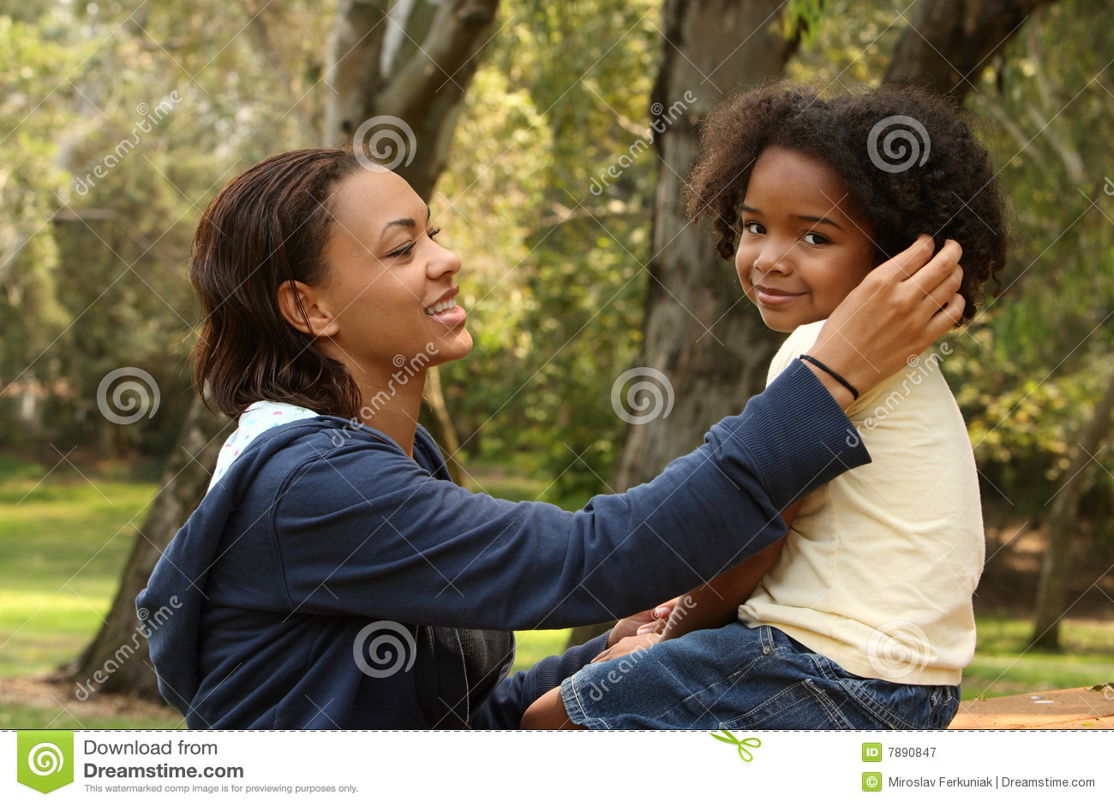 мать ребенка афроамериканца