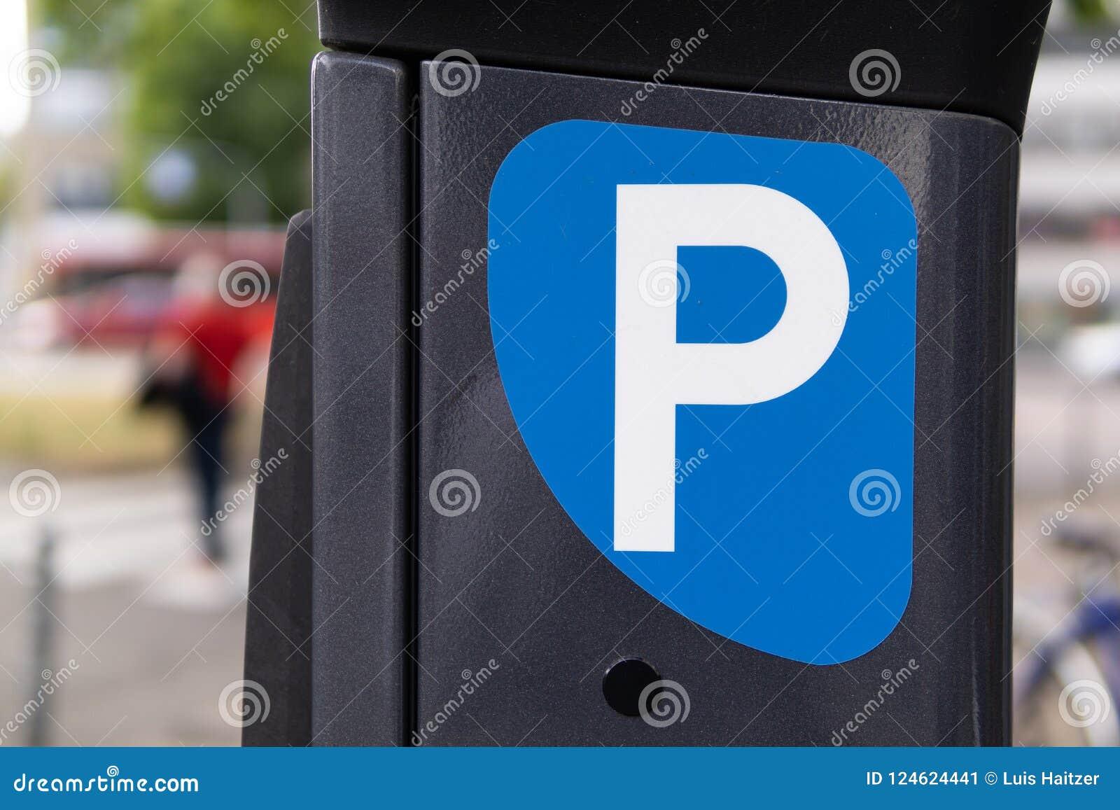 Машина штрафа за нарушение правил стоянки