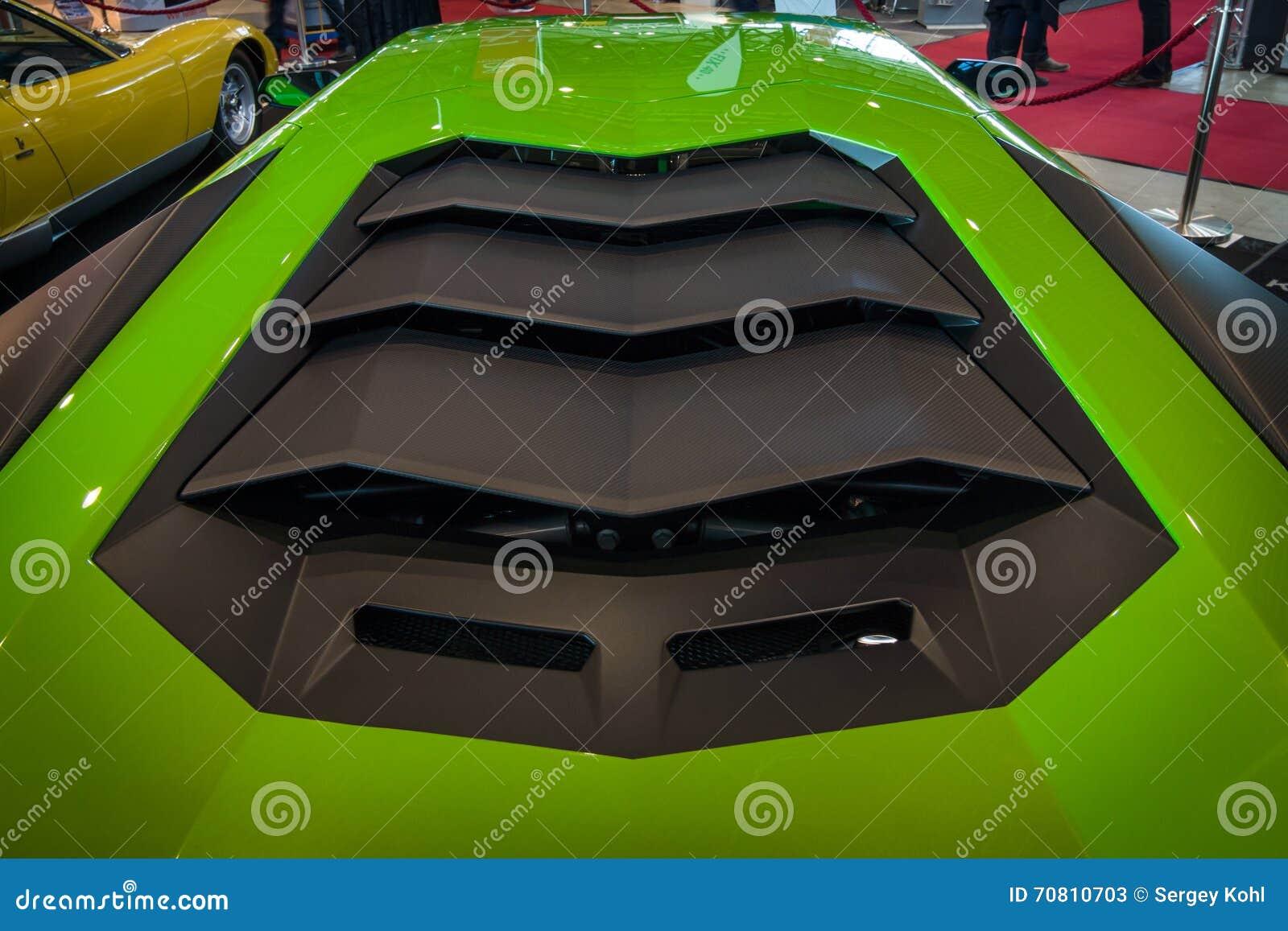 Машинный отсек средний-engined автомобиля спорт Lamborghini Aventador LP 750-4 SuperVeloce, 2016