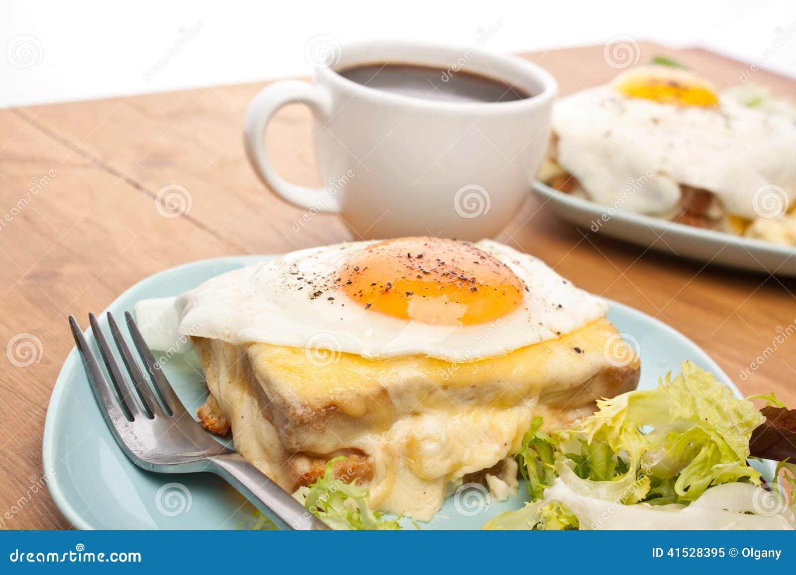 Мадам Croque с кофе