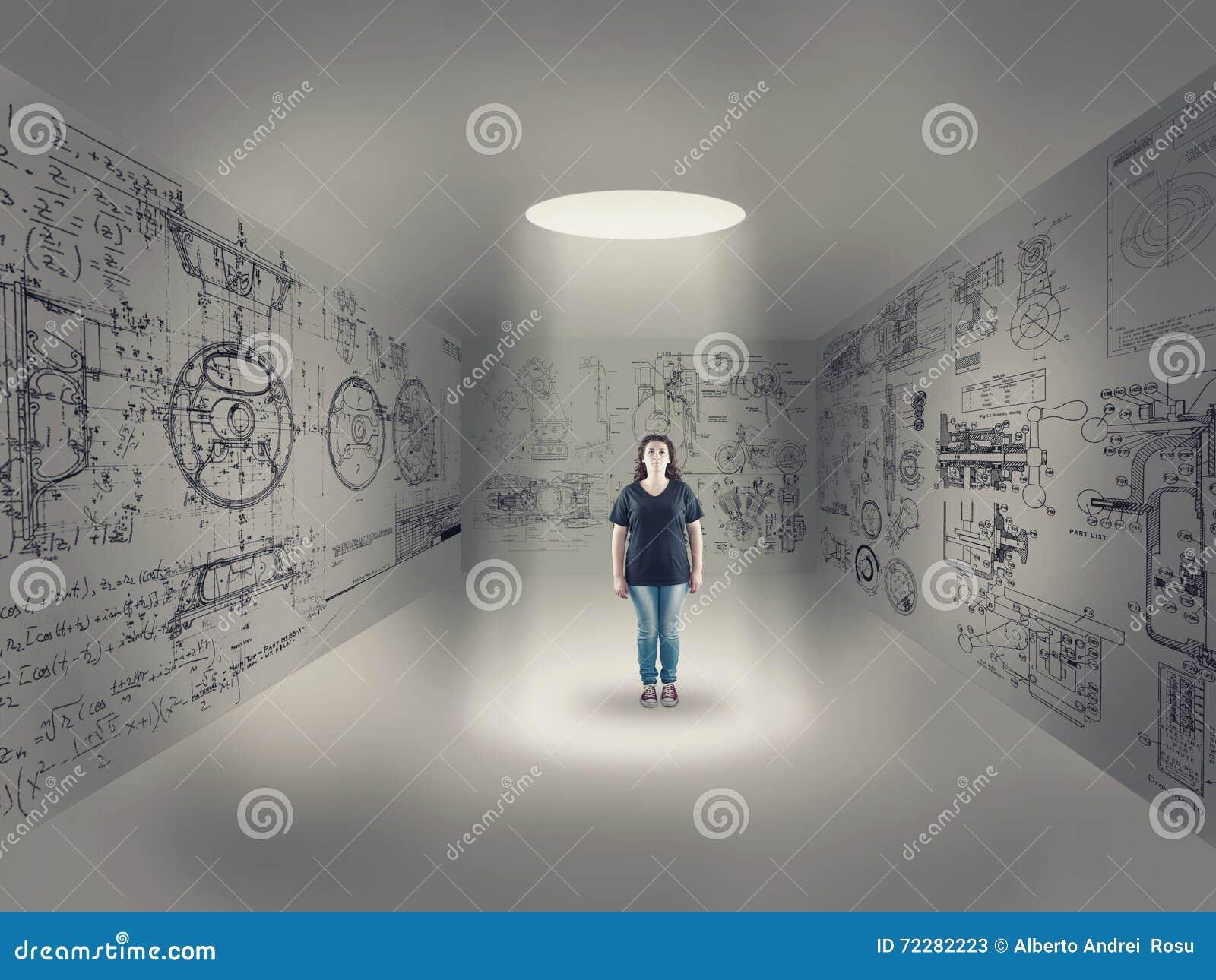 Download Маленькая девочка в центре комнаты Стоковое Изображение - изображение насчитывающей concept, вскользь: 72282223