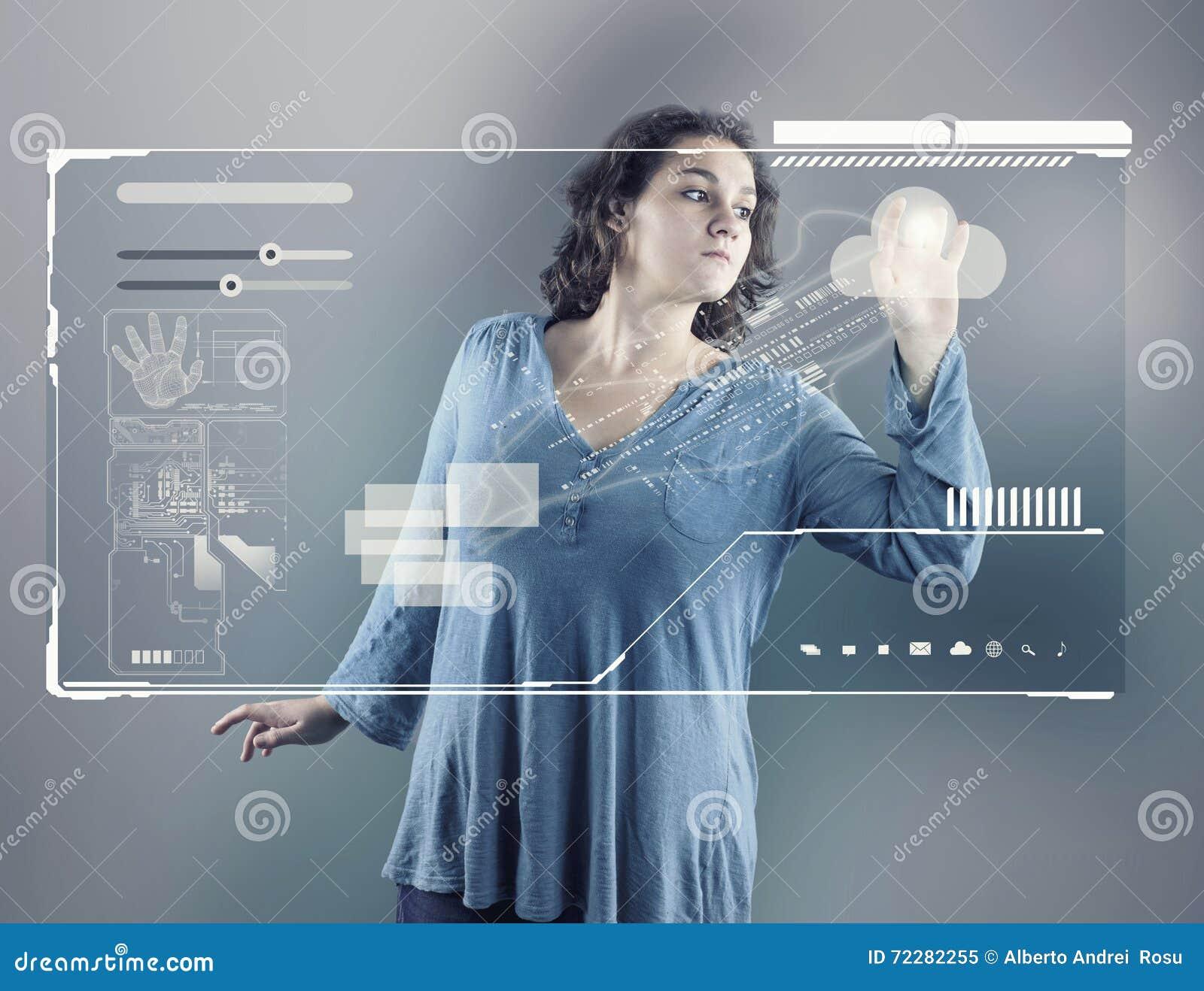 Download Маленькая девочка используя виртуальный экран Стоковое Изображение - изображение насчитывающей составно, девушка: 72282255