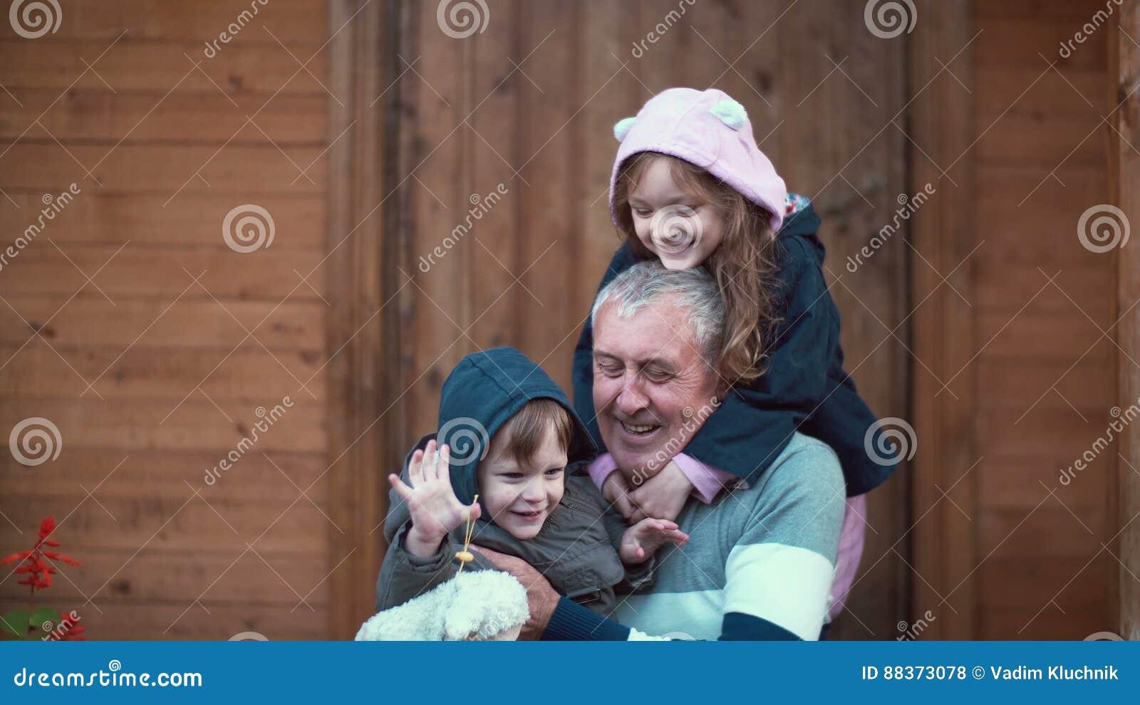 внучка со стариком
