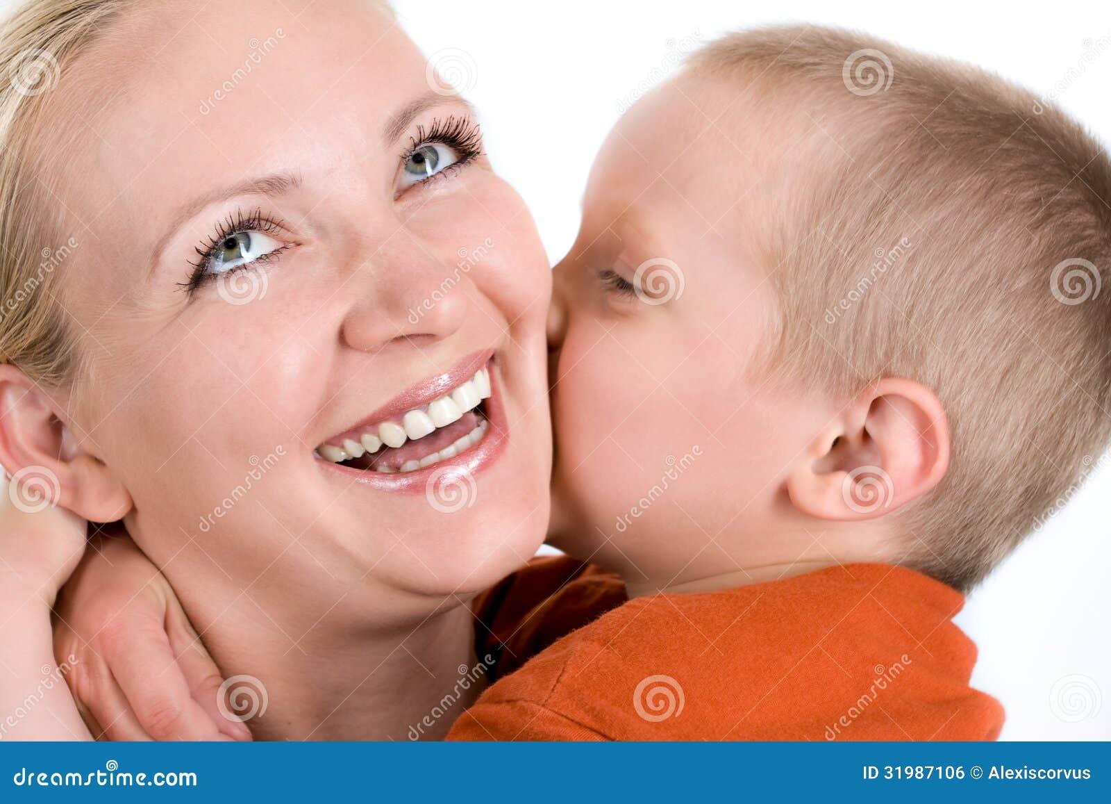 Сын чмокнул свою мать, Сын ебёт маму -видео. Смотреть сын ебёт маму 20 фотография