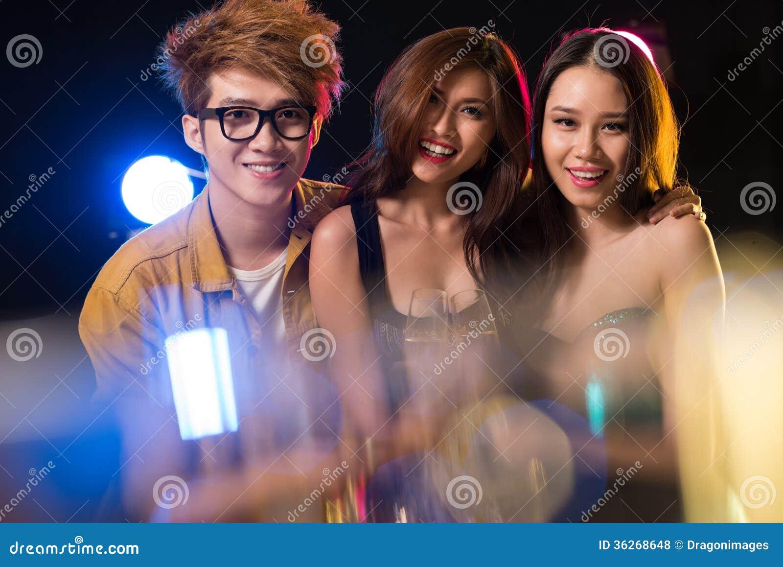 В ночном клубе малолетки ночные клубы города дзержинска