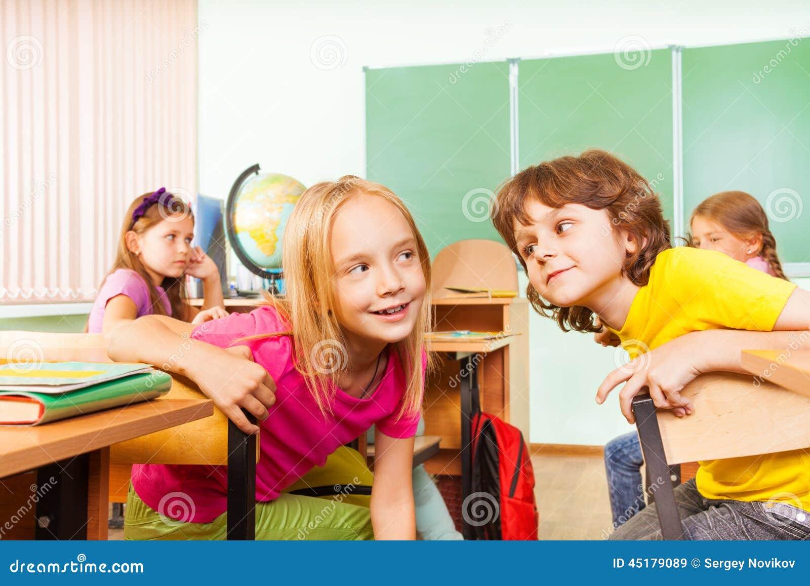 Фото девочка на уроке 5 фотография