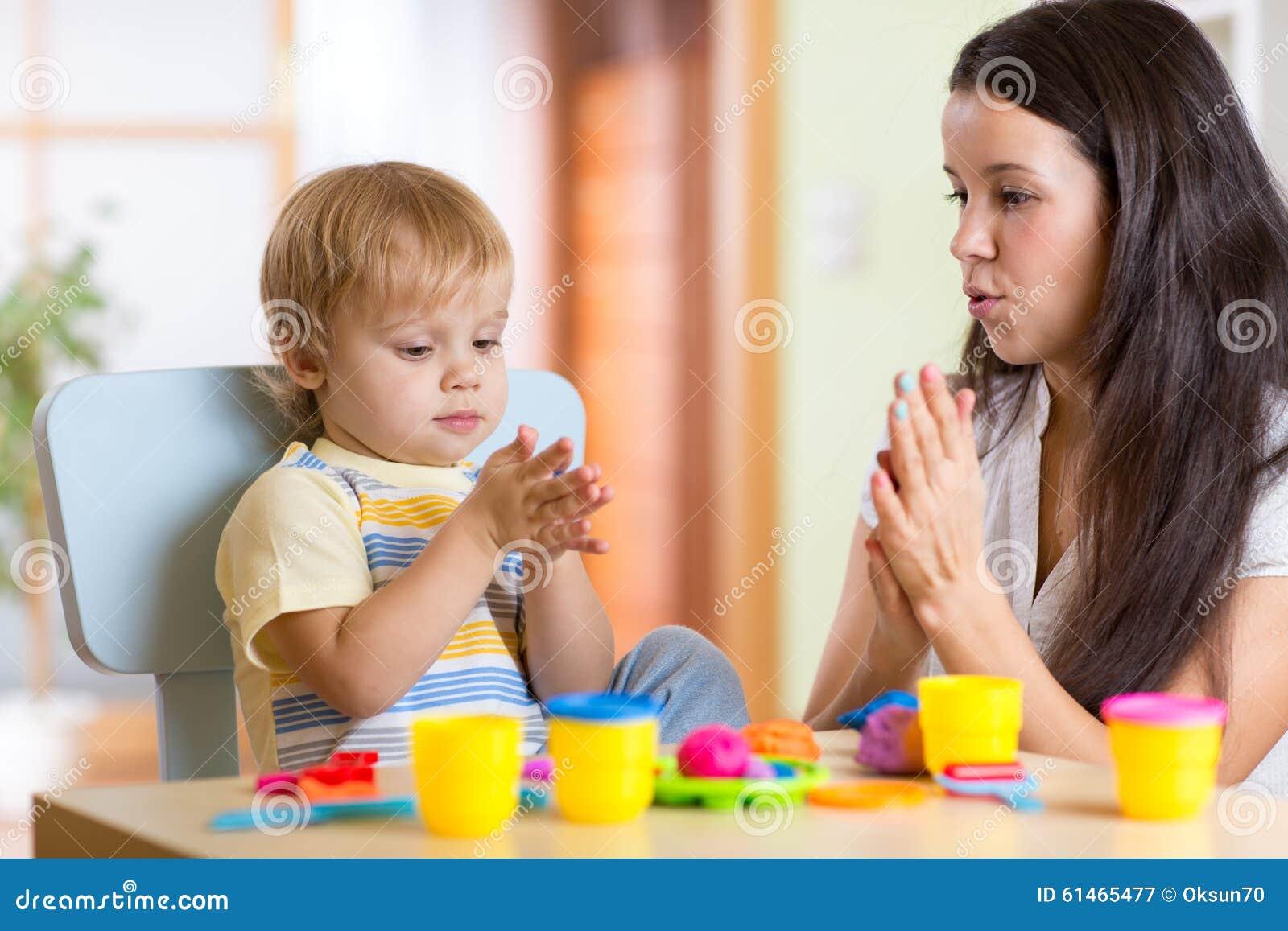 Сын с мамой забавляются фото 213-655