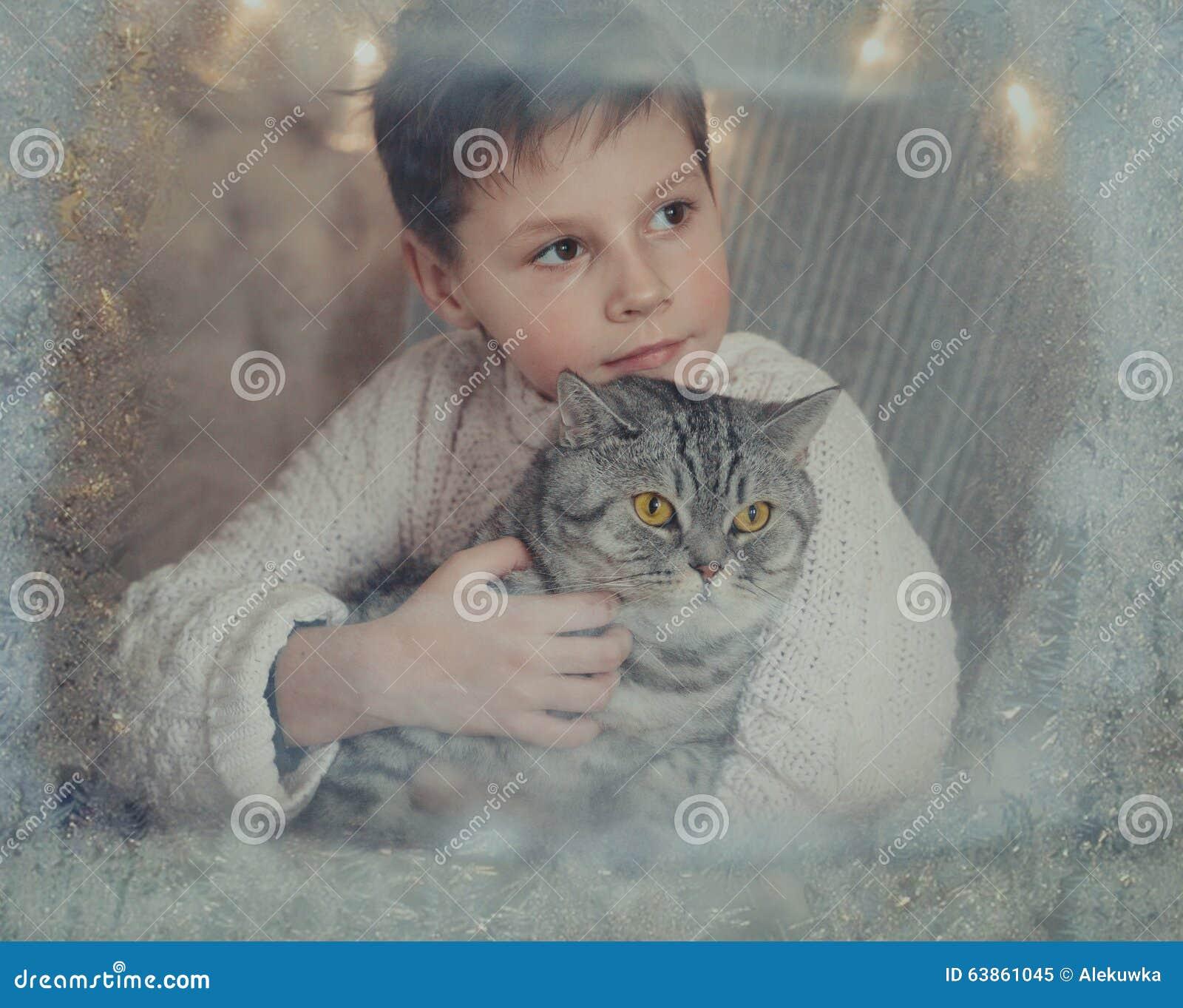Картинки мальчик с котом