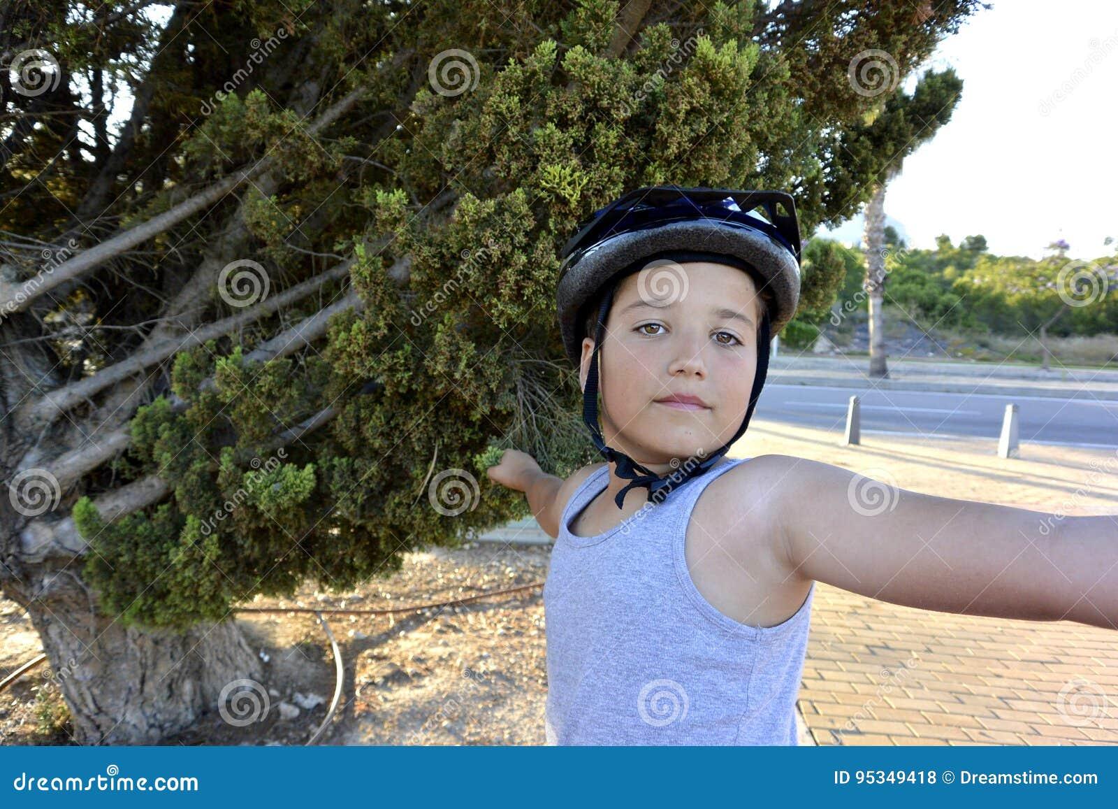 Мальчик на Monowheel