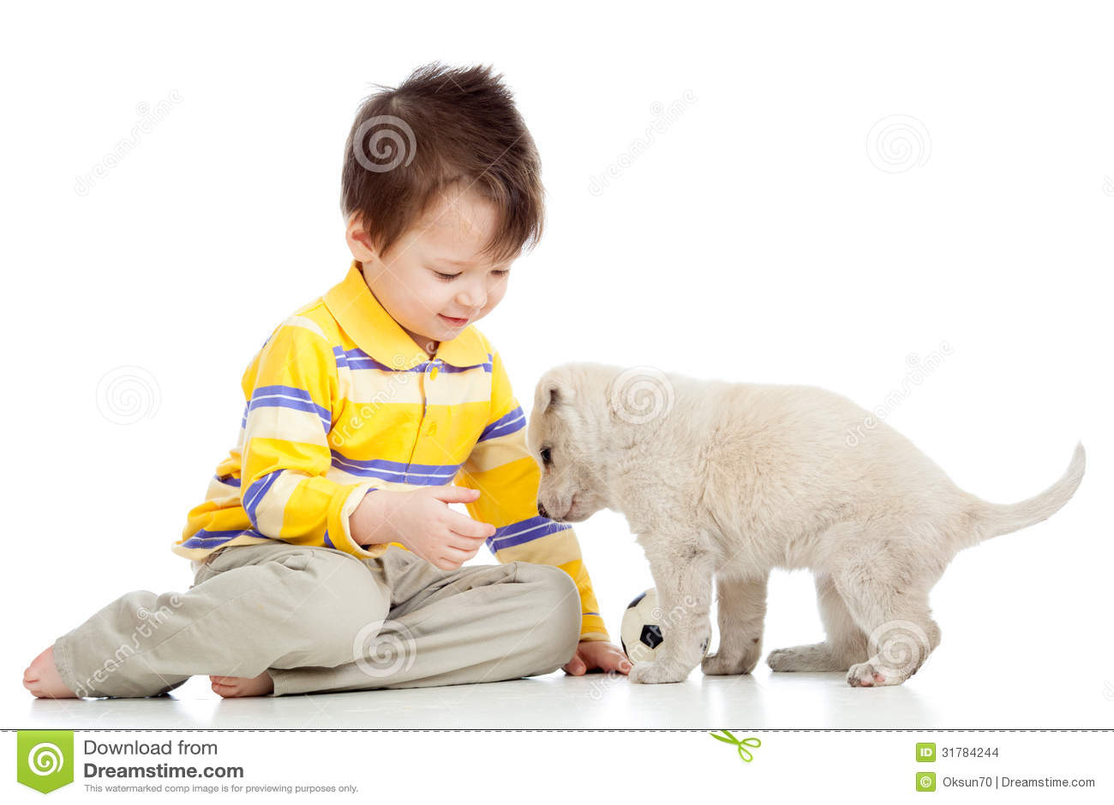 Мальчик ребенк и собака щенка