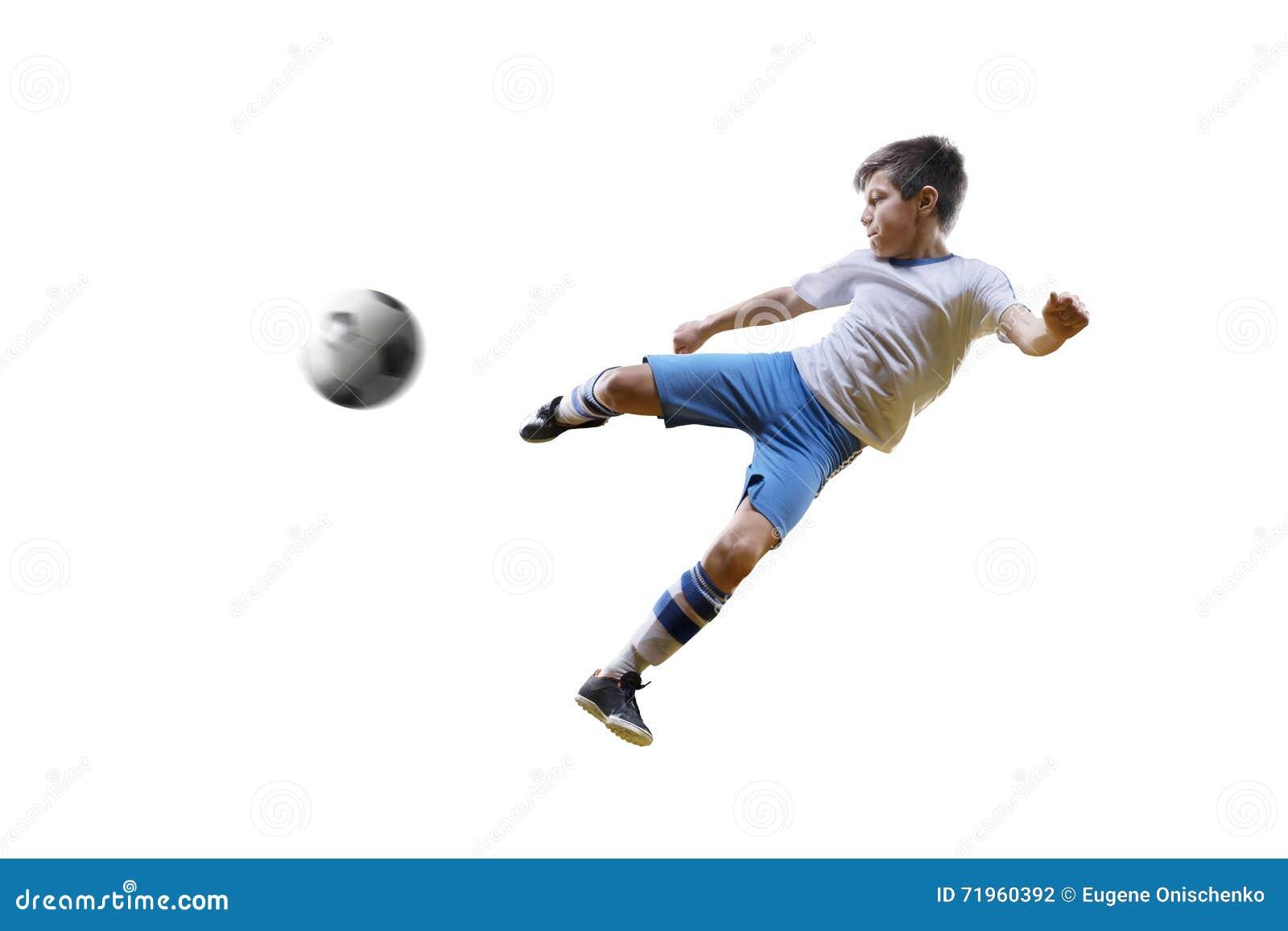 Мальчик с футбольным мячом, футболист на белой предпосылке изолировано