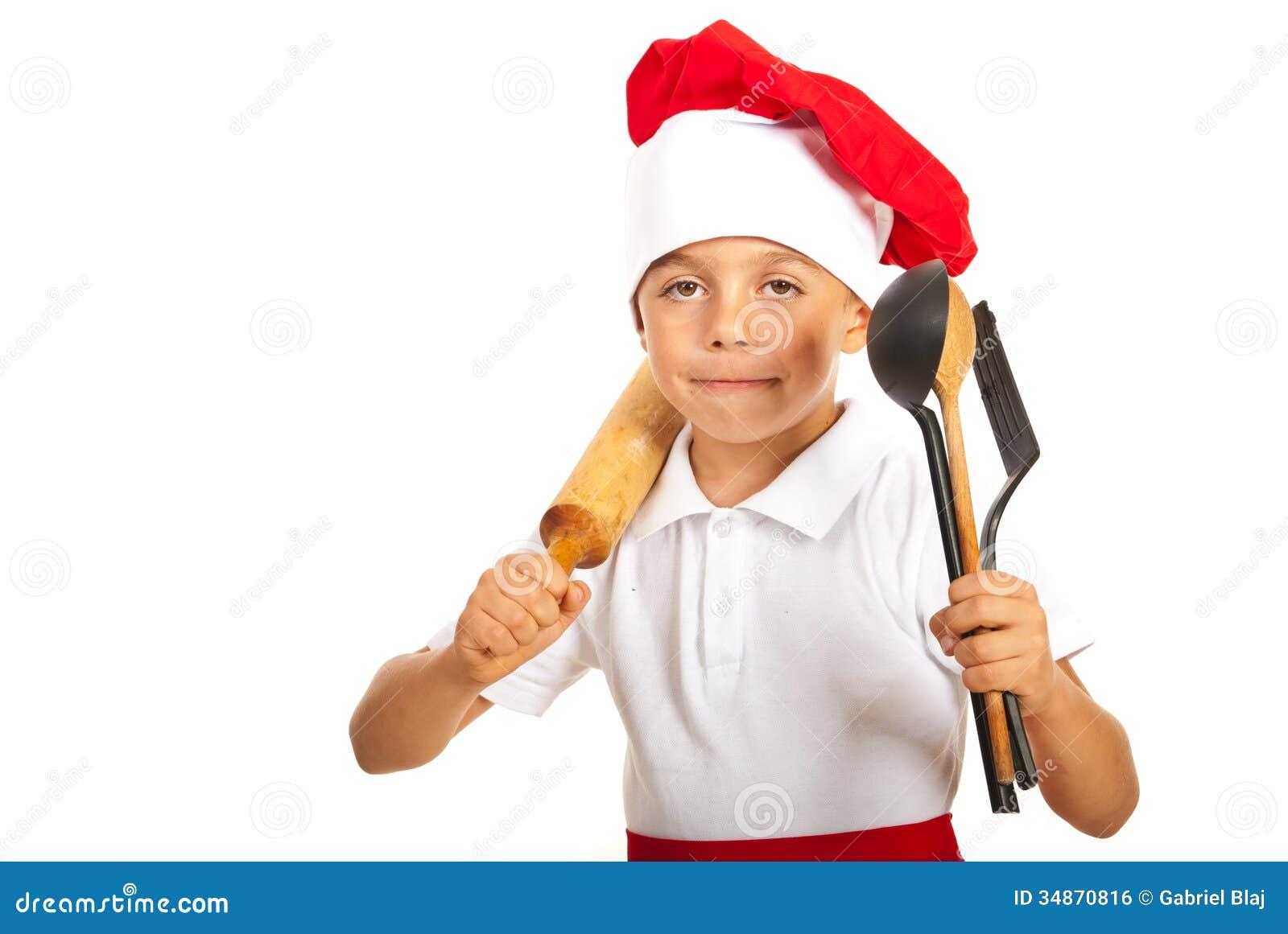 Мальчик шеф-повара с много утварей