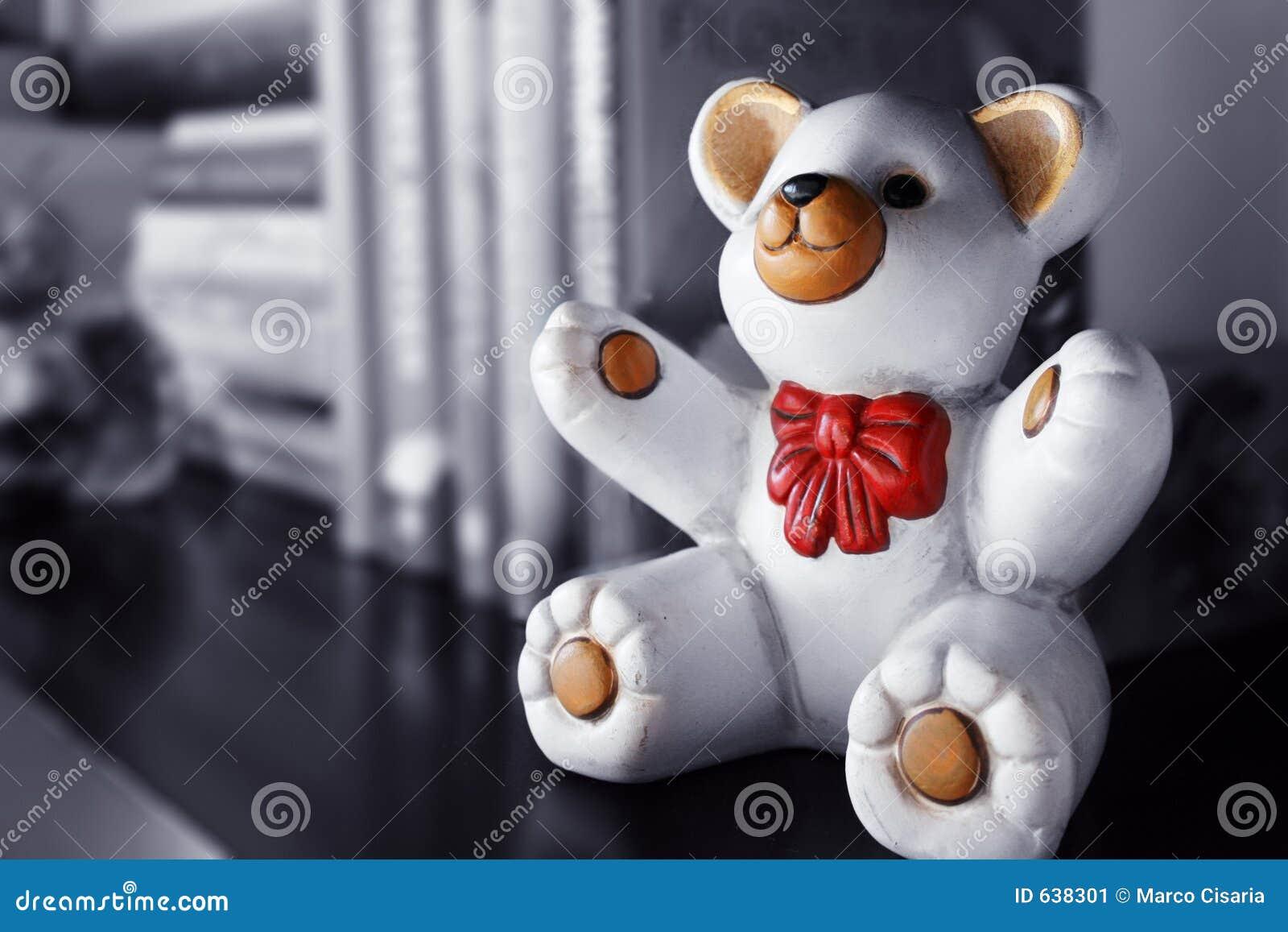 Download медведь керамический стоковое изображение. изображение насчитывающей керамическо - 638301